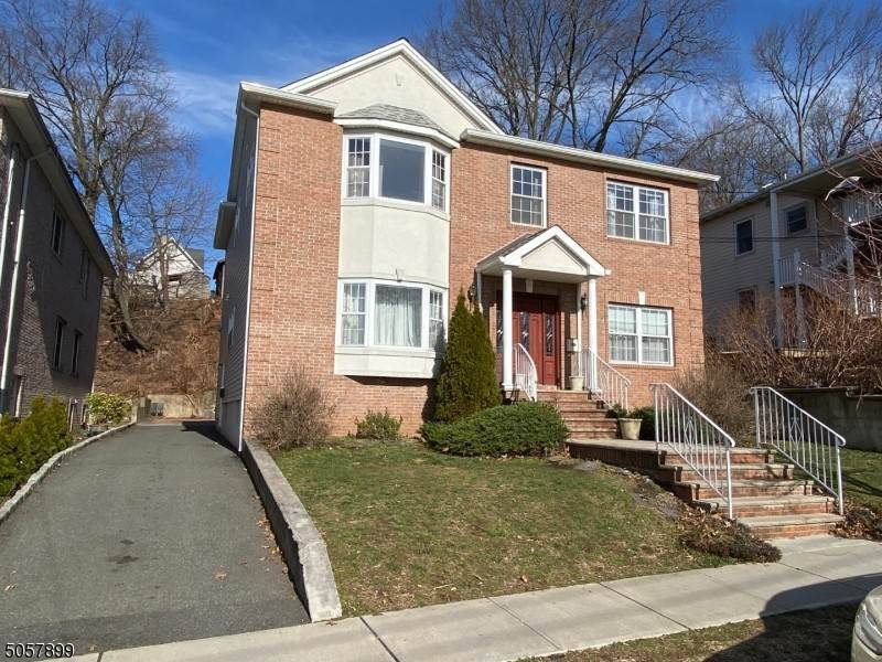 Single Family Homes alle East Rutherford, New Jersey 07073 Stati Uniti