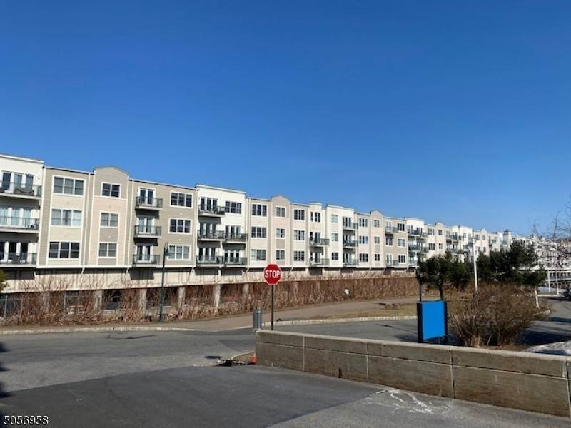 Condo / Townhouse at Edgewater, New Jersey 07020 United States