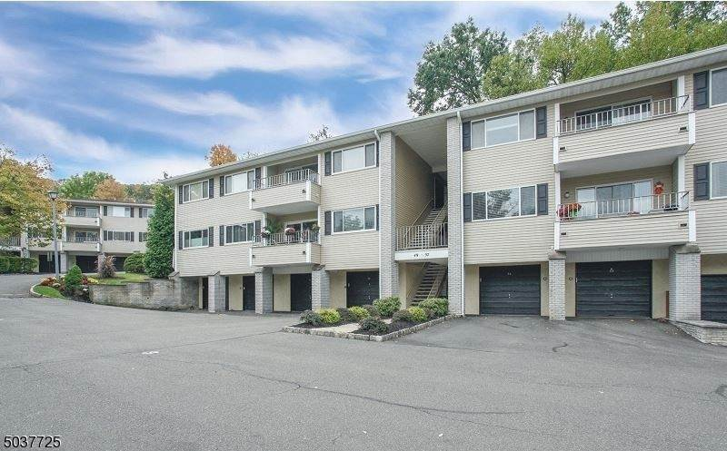 Condo / Townhouse at Cedar Grove, New Jersey 07009 United States