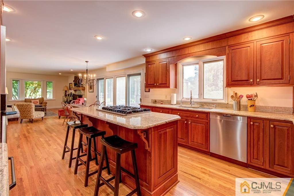 14. Single Family Homes for Sale at Cranbury, New Jersey 08512 United States