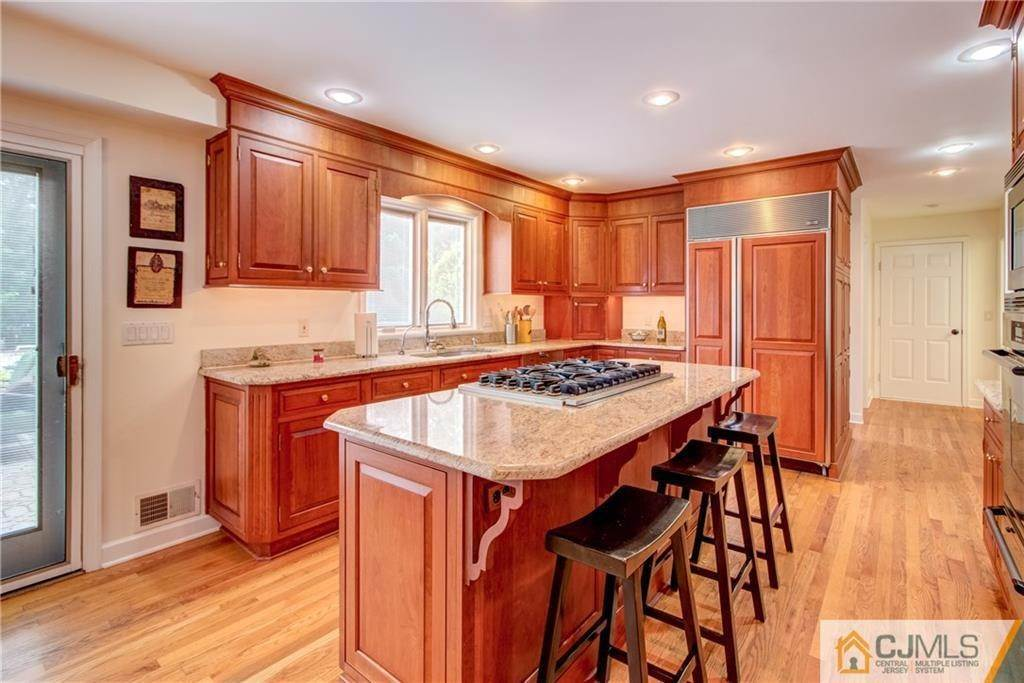 11. Single Family Homes for Sale at Cranbury, New Jersey 08512 United States