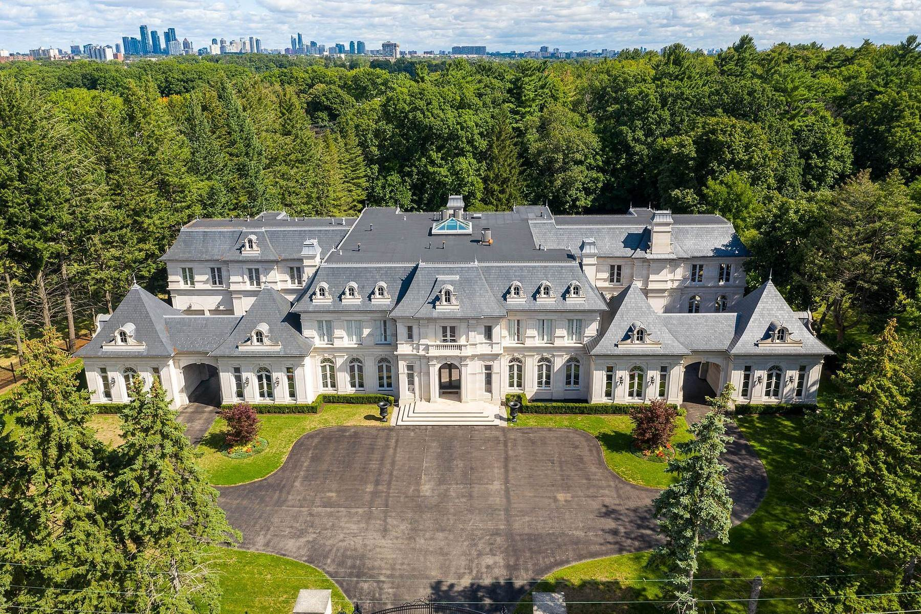 Single Family Homes 為 出售 在 Chateau Inspired Estate 2275 Doulton Drive, Mississauga, 安大略省 L5H 3M2 加拿大