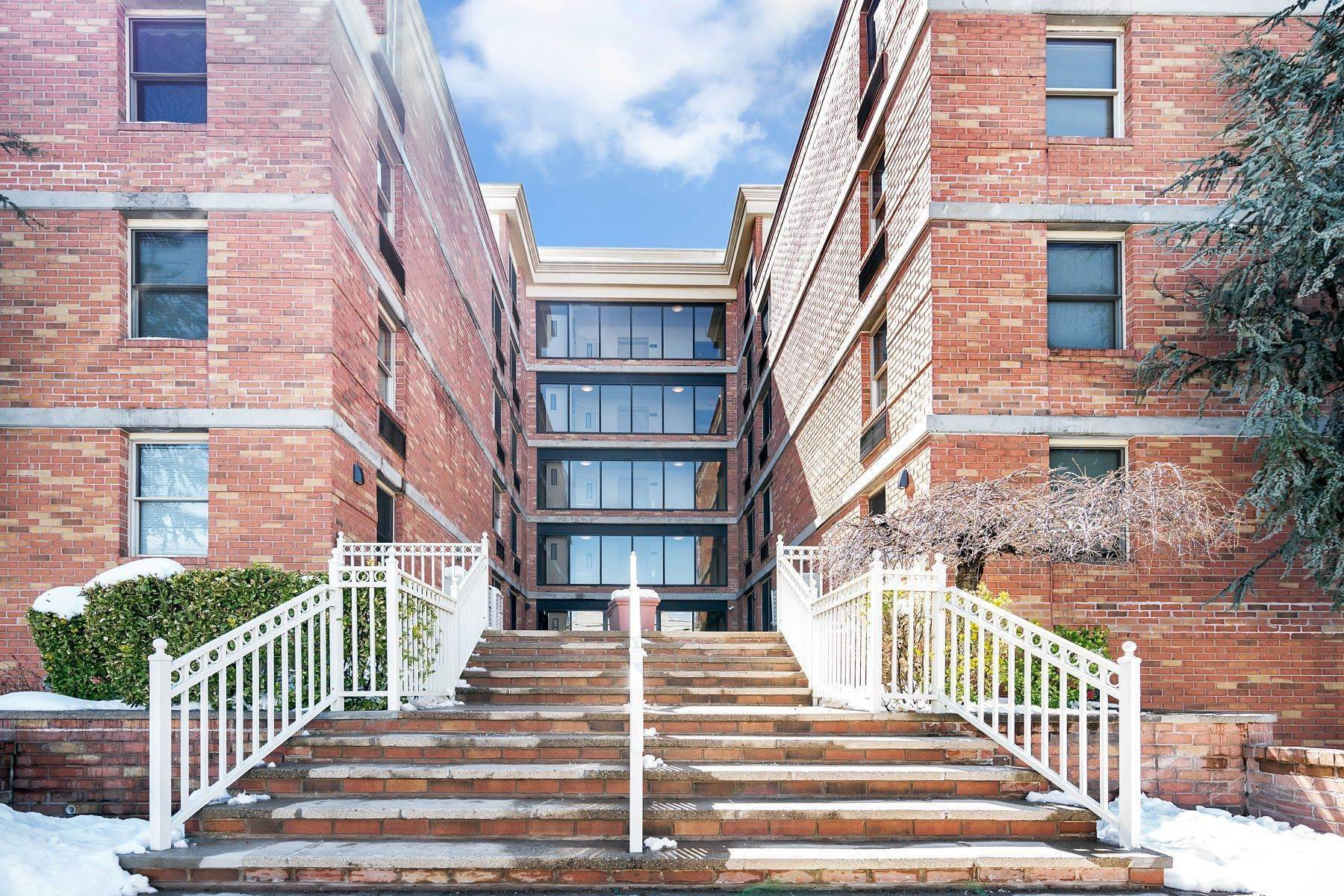 Other Residential Homes à Welcome to Peninsula Court. Spacious 2 bedroom in Elevator building . 22-34 West 25th Street, Unit 2B, Bayonne, New Jersey 07002 États-Unis