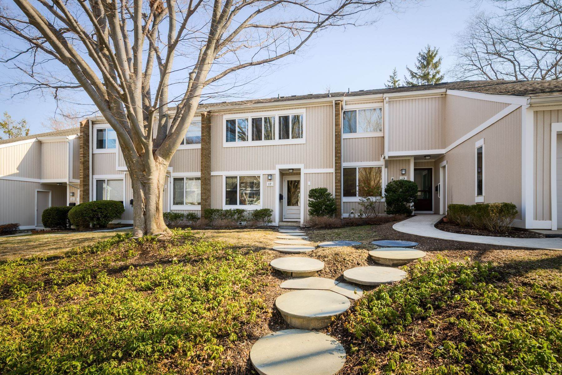 townhouses at Stunning 2 Bedroom Queenston Commons for Rent! 17 Gordon Way, Princeton, New Jersey 08540 United States