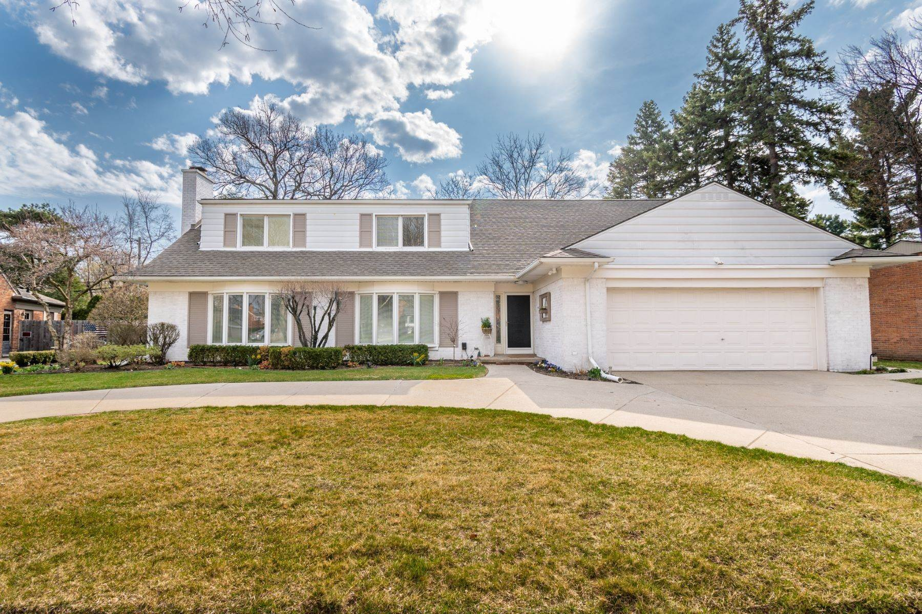 Single Family Homes for Sale at Grosse Pointe Woods 552 Thorntree Rd, Grosse Pointe Woods, Michigan 48236 United States