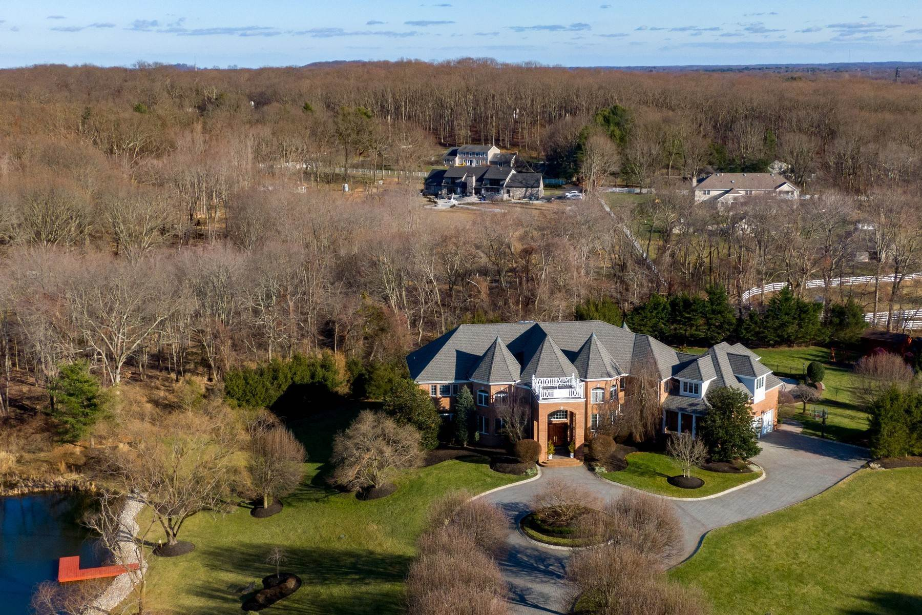 Single Family Homes vì Bán tại Live Palatial 4 Lexington Court, Colts Neck, New Jersey 07722 Hoa Kỳ