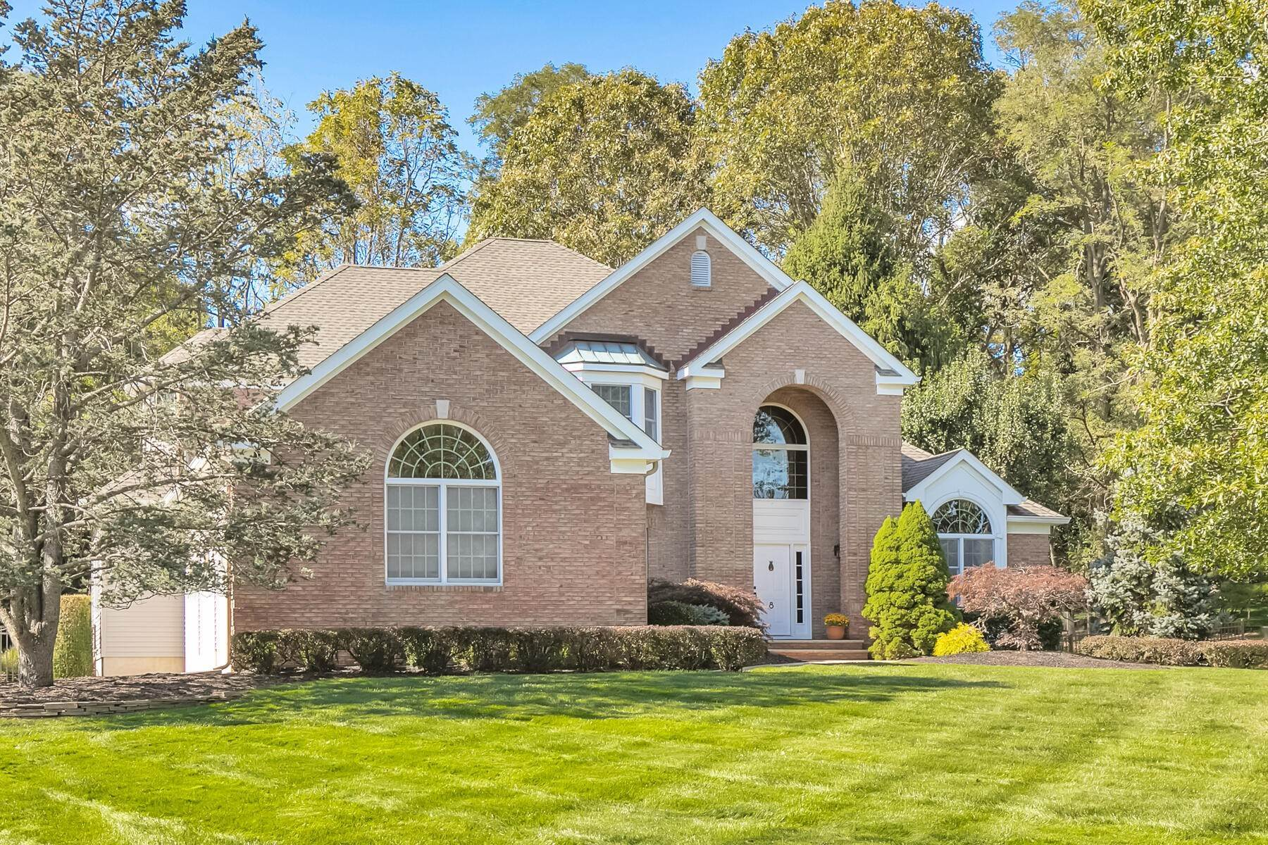 Single Family Homes vì Bán tại Welcoming and Beautiful Colonial 8 Shadowbrook Drive, Colts Neck, New Jersey 07722 Hoa Kỳ