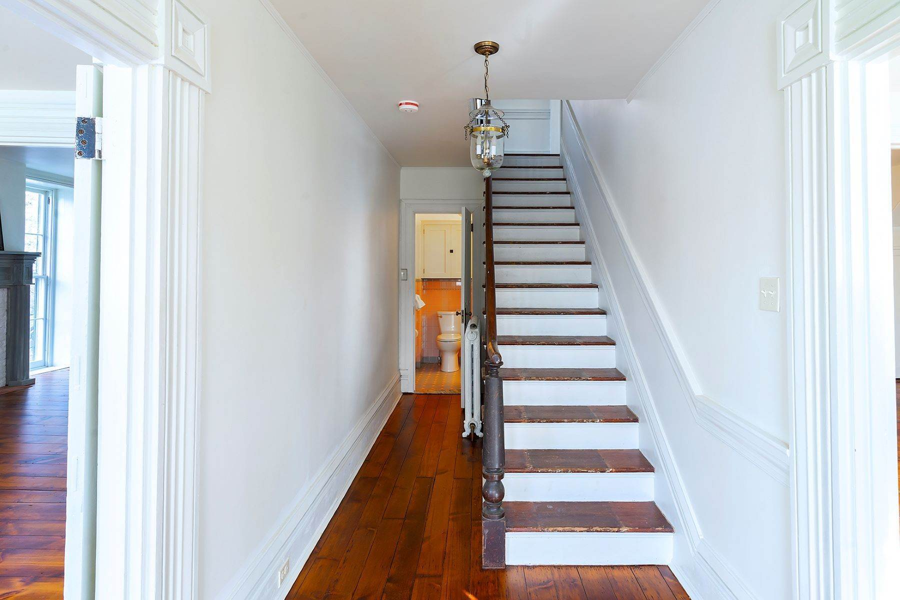 28. Single Family Homes at Stunning Renovated Greek Revival Available for Rent 23 South Main Street, Stockton, New Jersey 08559 United States
