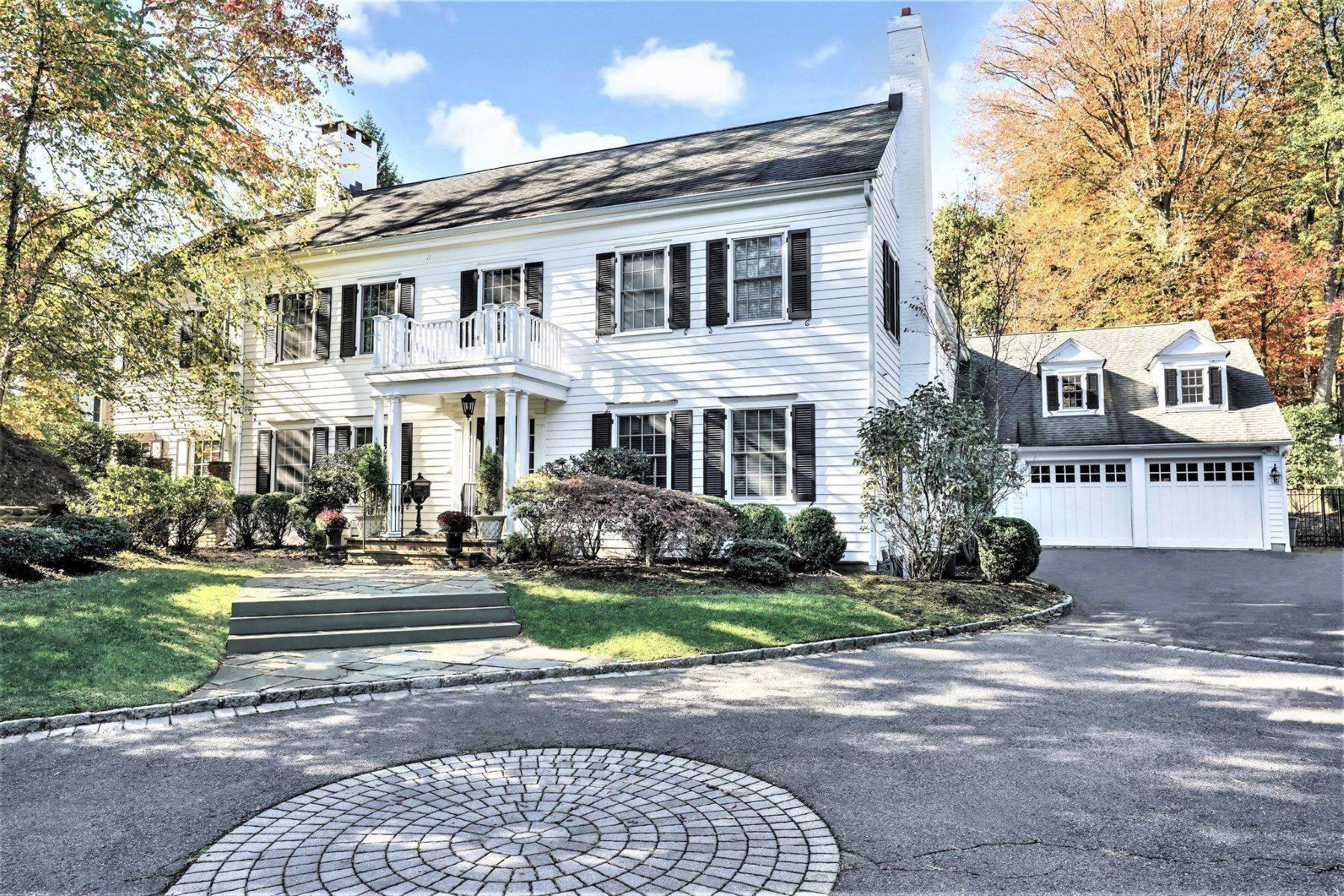 Single Family Homes vì Bán tại Classic Elegance 195 Highland Avenue, Short Hills, New Jersey 07078 Hoa Kỳ