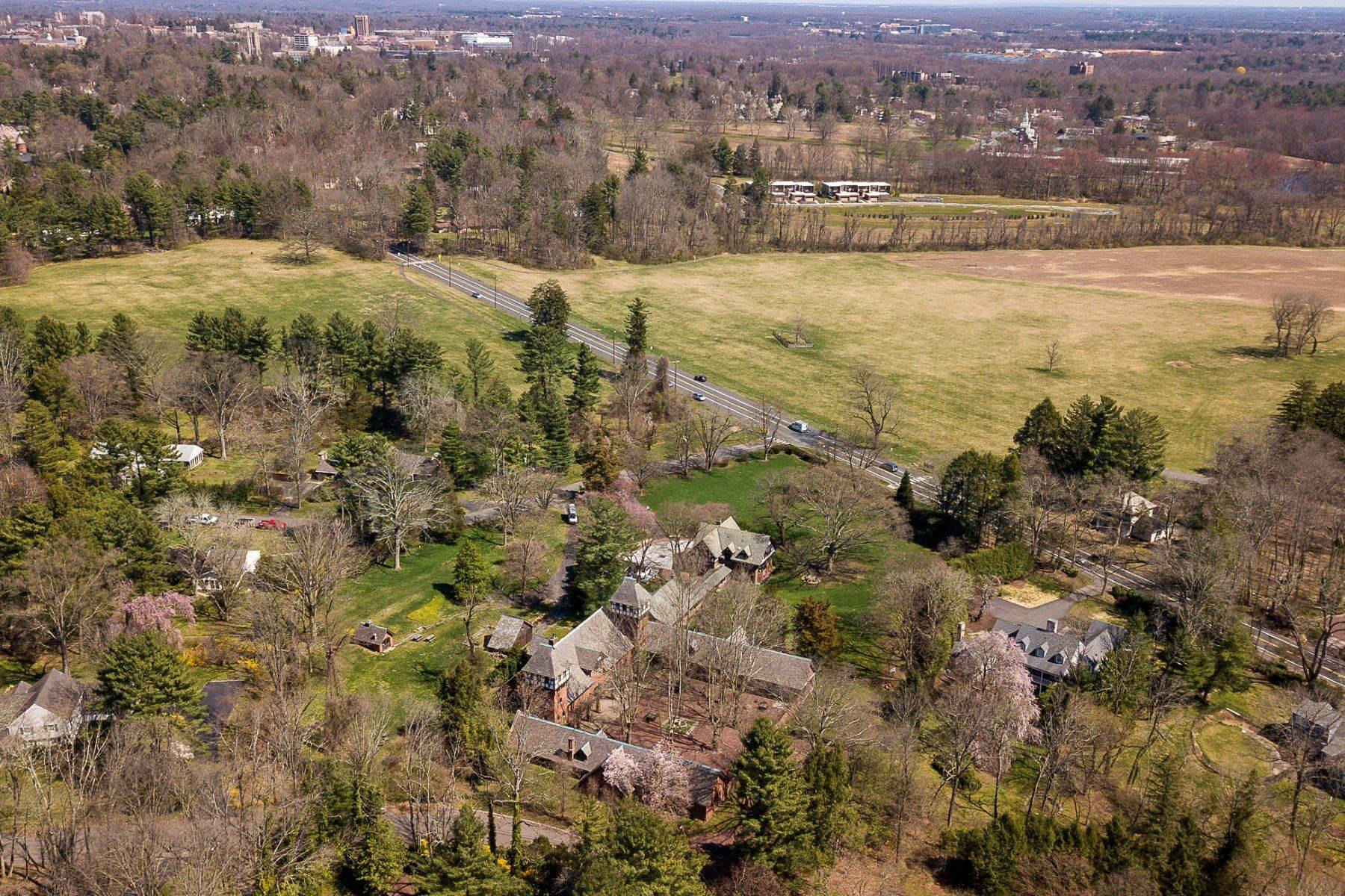 49. Single Family Homes for Sale at The Air of a European Estate One Hour from NYC 176 Parkside Drive, Princeton, New Jersey 08540 United States