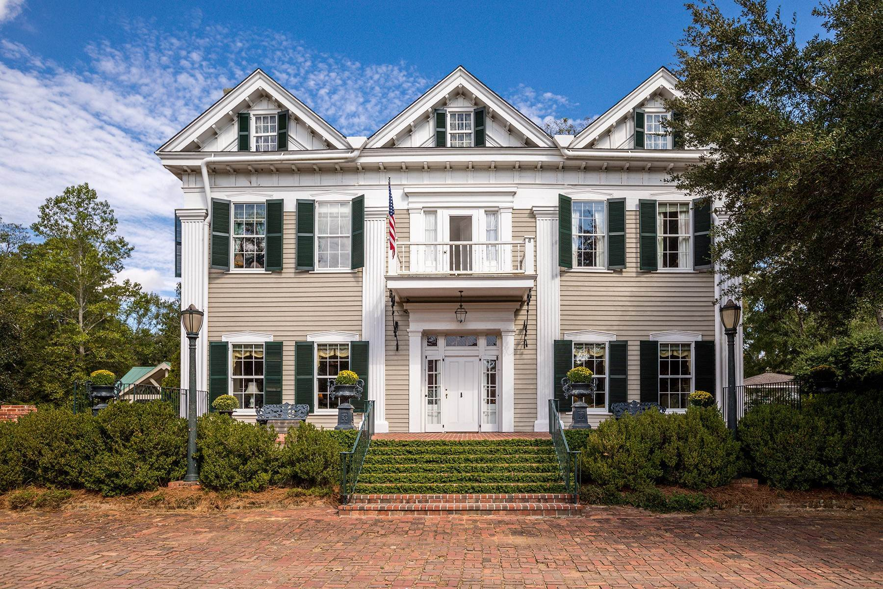 Single Family Homes per Vendita alle ore Restored 1818 Home! One of The Most Distinguished Properties Of The South! 847 Dixie Avenue, Madison, Georgia 30650 Stati Uniti