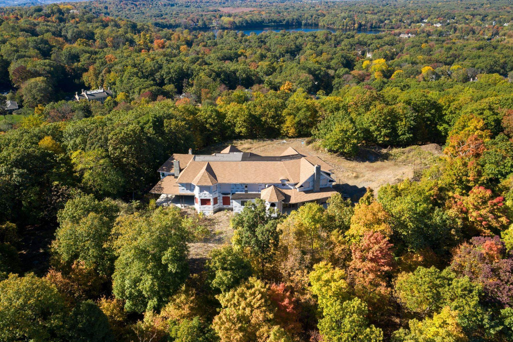 Single Family Homes vì Bán tại Stunning Views on the Mountain 642/650 Pawnee Lane, Franklin Lakes, New Jersey 07417 Hoa Kỳ