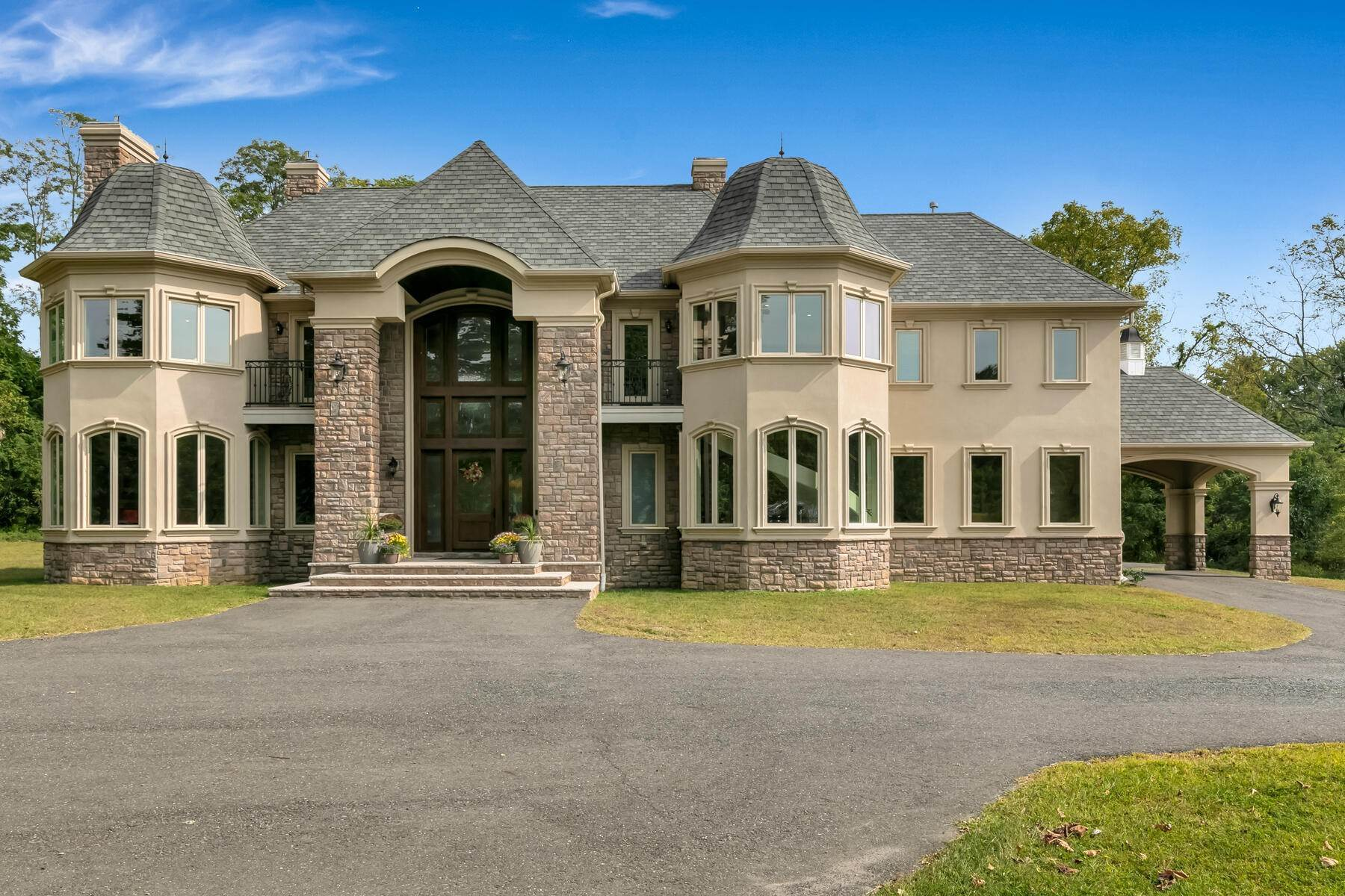 Single Family Homes vì Bán tại Custom Built to Perfection! 64 Crine Road, Colts Neck, New Jersey 07722 Hoa Kỳ