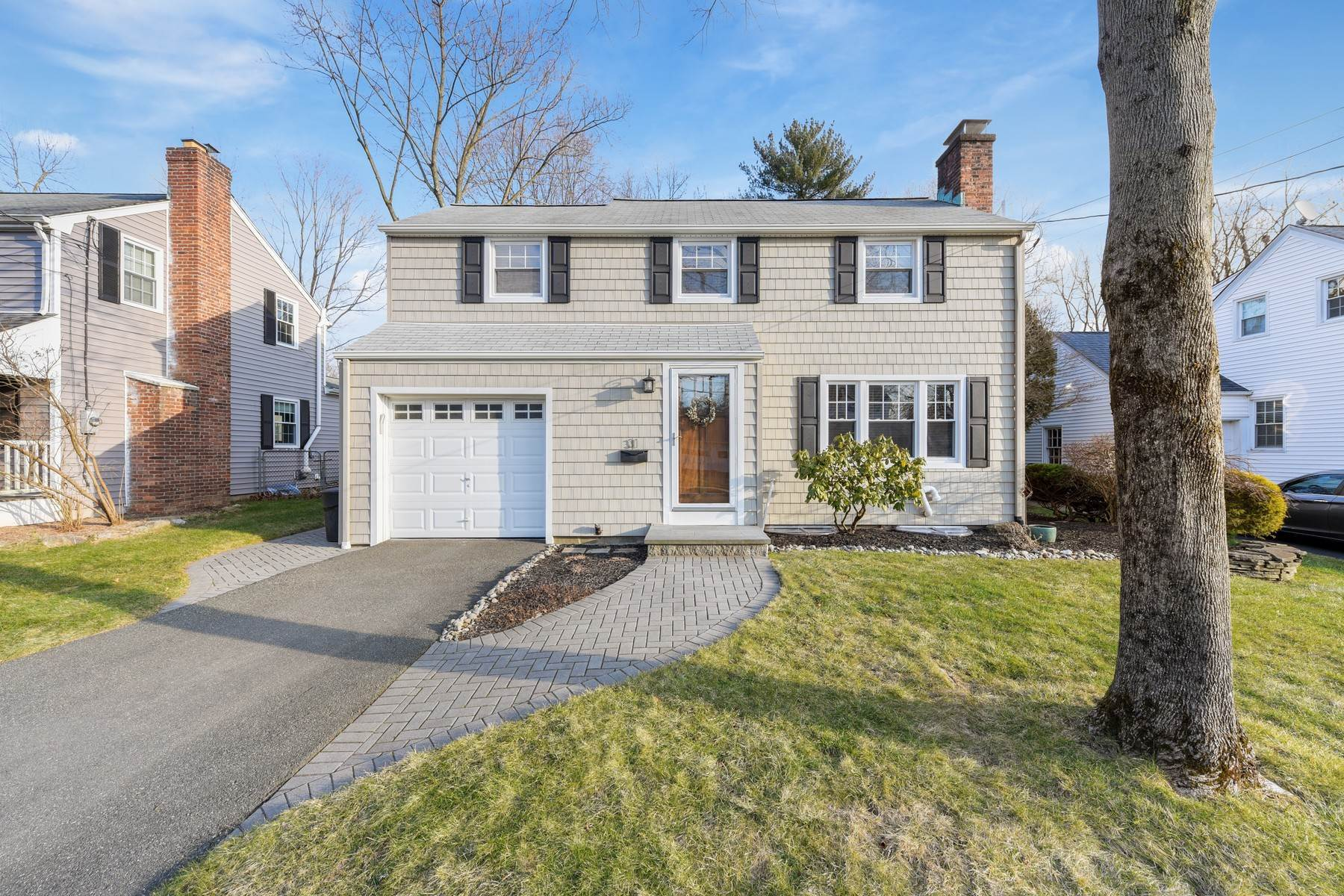 Single Family Homes for Sale at Perfectly Maintained Turn Key Colonial 31 Park Way, Morris Plains, New Jersey 07950 United States