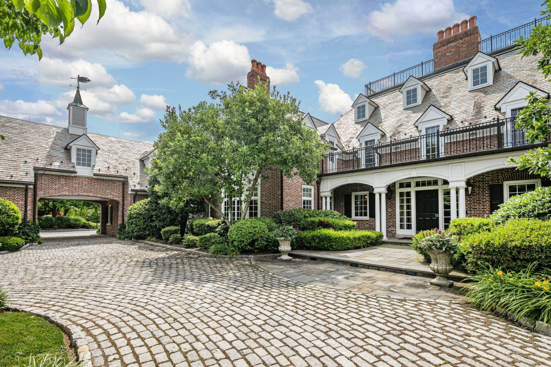 5. Single Family Homes pour l Vente à Private Compound with Every Amenity Imaginable 82 Aunt Molly Road, Hopewell, New Jersey 08525 États-Unis