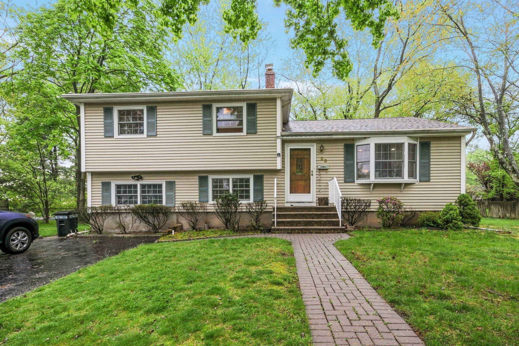 Single Family Homes 용 매매 에 Renovated Split in Closter 23 Asmus Rd, Closter, 뉴저지 07624 미국