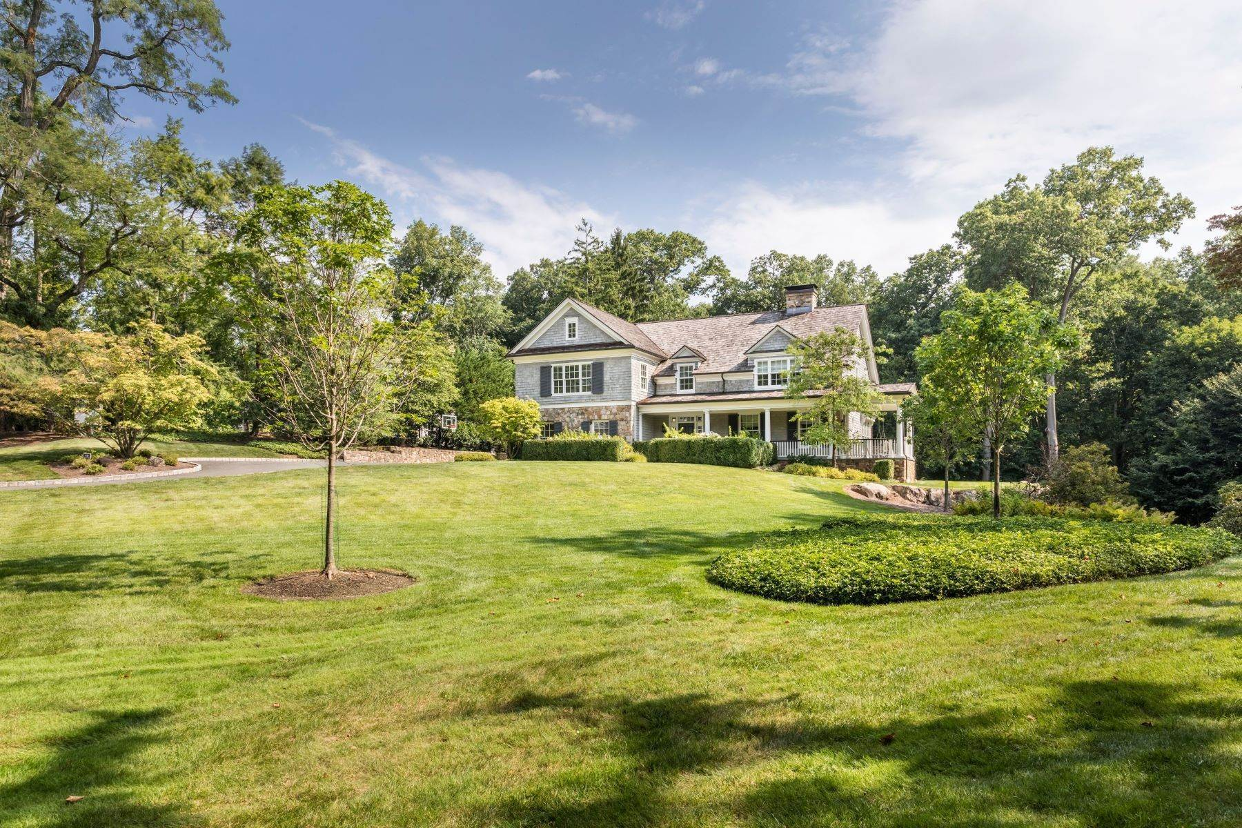 Single Family Homes vì Bán tại Picture Perfect 46 Farley Road, Short Hills, New Jersey 07078 Hoa Kỳ