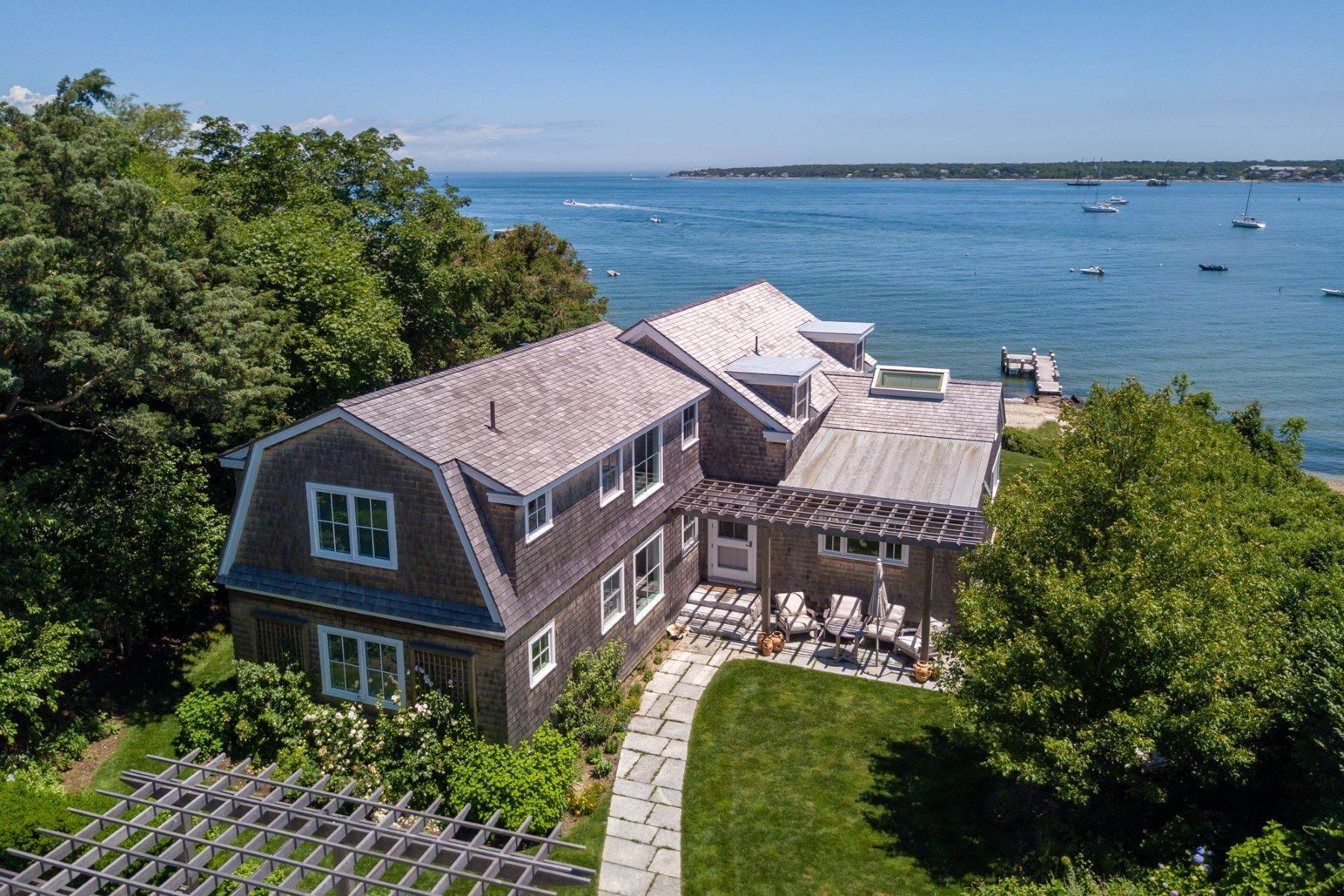 Single Family Homes για την Πώληση στο Harborfront Vineyard Haven home with private dock and sandy beach 88 Hatch Road, Vineyard Haven, Μασαχουσετη 02568 Ηνωμένες Πολιτείες