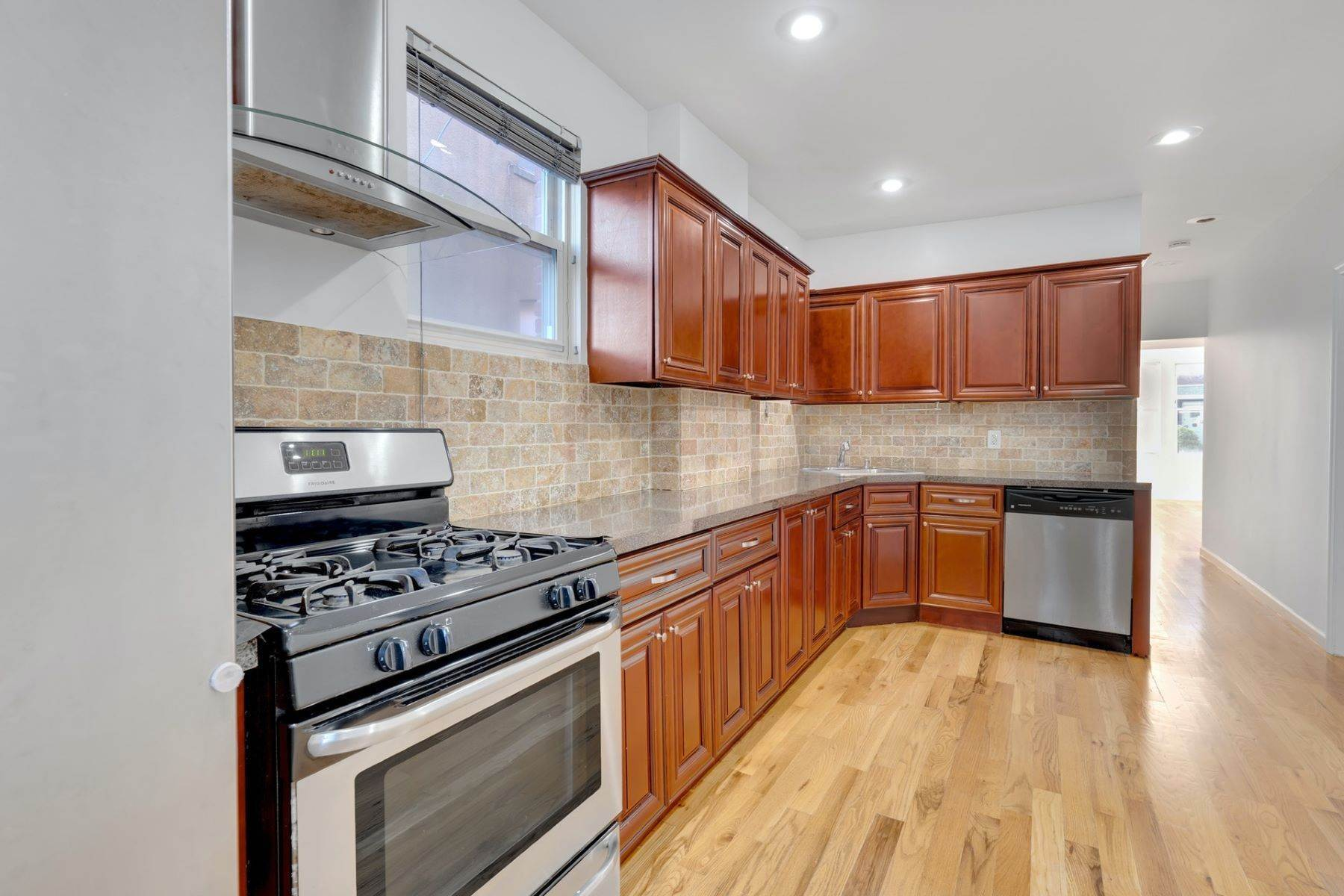 Apartments em 2BD/1BA with private outdoor space! 178 Palisade Avenue, #1, Cliffside Park, Nova Jersey 00000 Estados Unidos