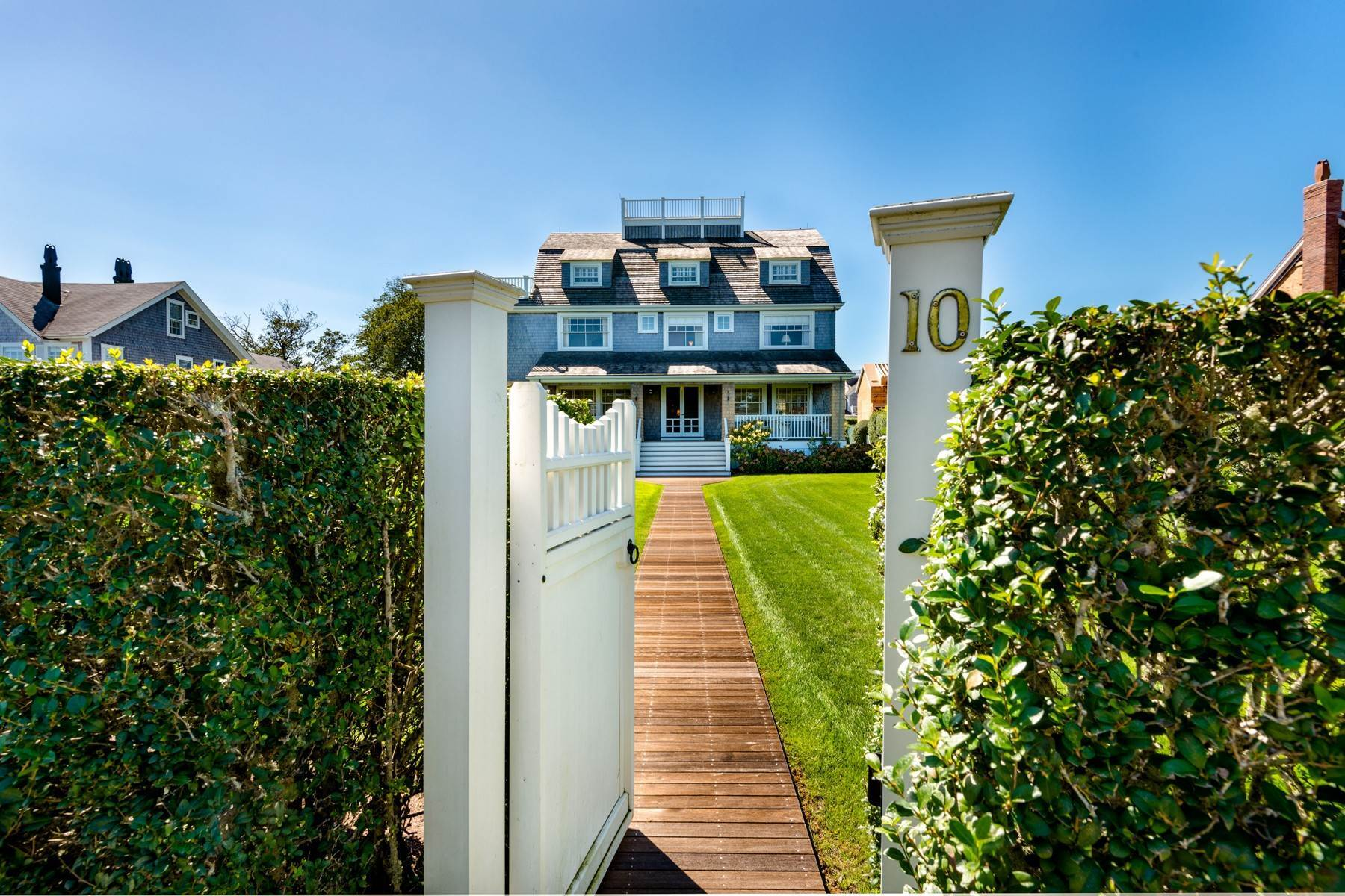 Single Family Homes για την Πώληση στο Magnificent on the Cliff 10 Lincoln Avenue, Nantucket, Μασαχουσετη 02554 Ηνωμένες Πολιτείες