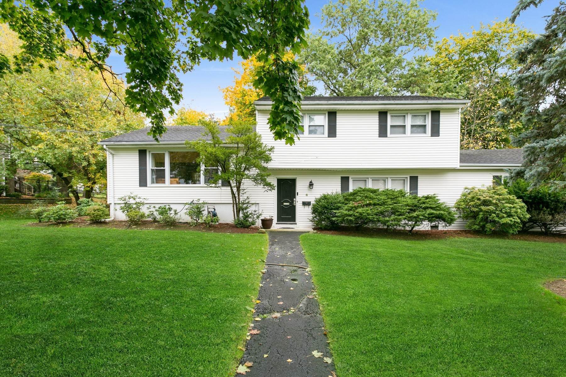 Single Family Homes -de Welcome Home! 8 Taylor Drive, Closter, New Jersey 07624 Amerika Birleşik Devletleri