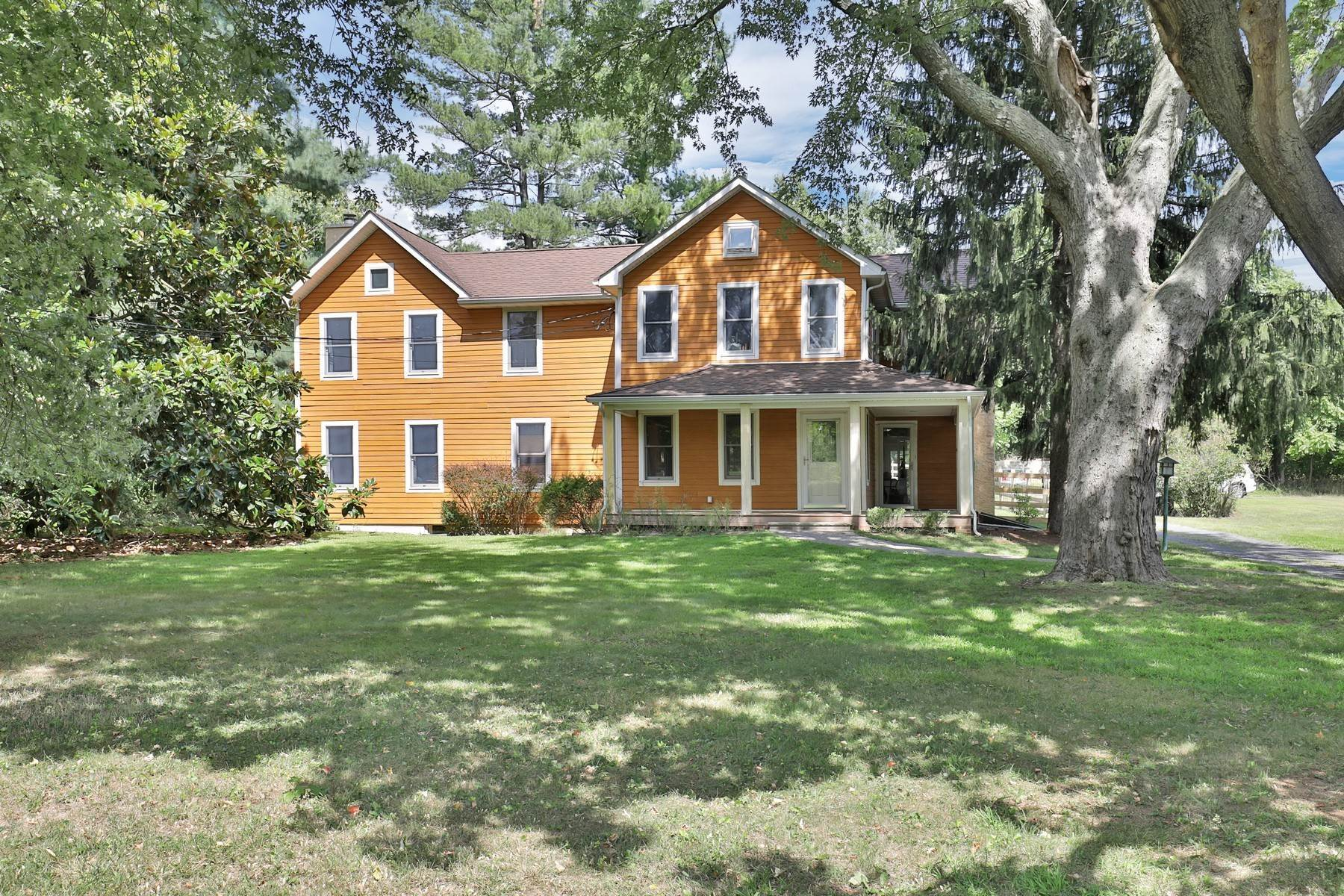 Single Family Homes vì Bán tại Charming Farm 151 Dutch Lane Road, Colts Neck, New Jersey 07722 Hoa Kỳ