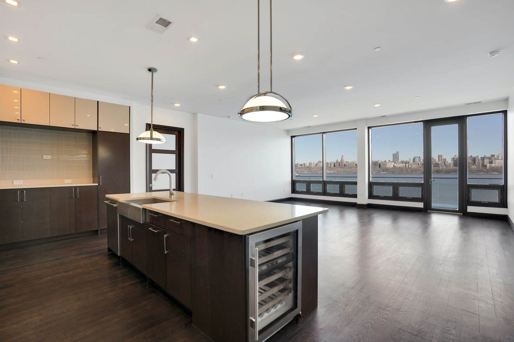 Condominiums for Sale at 9 Somerset Ln 604, Edgewater NJ 07020 9 Somerset Ln, 604, Edgewater, New Jersey 07020 United States
