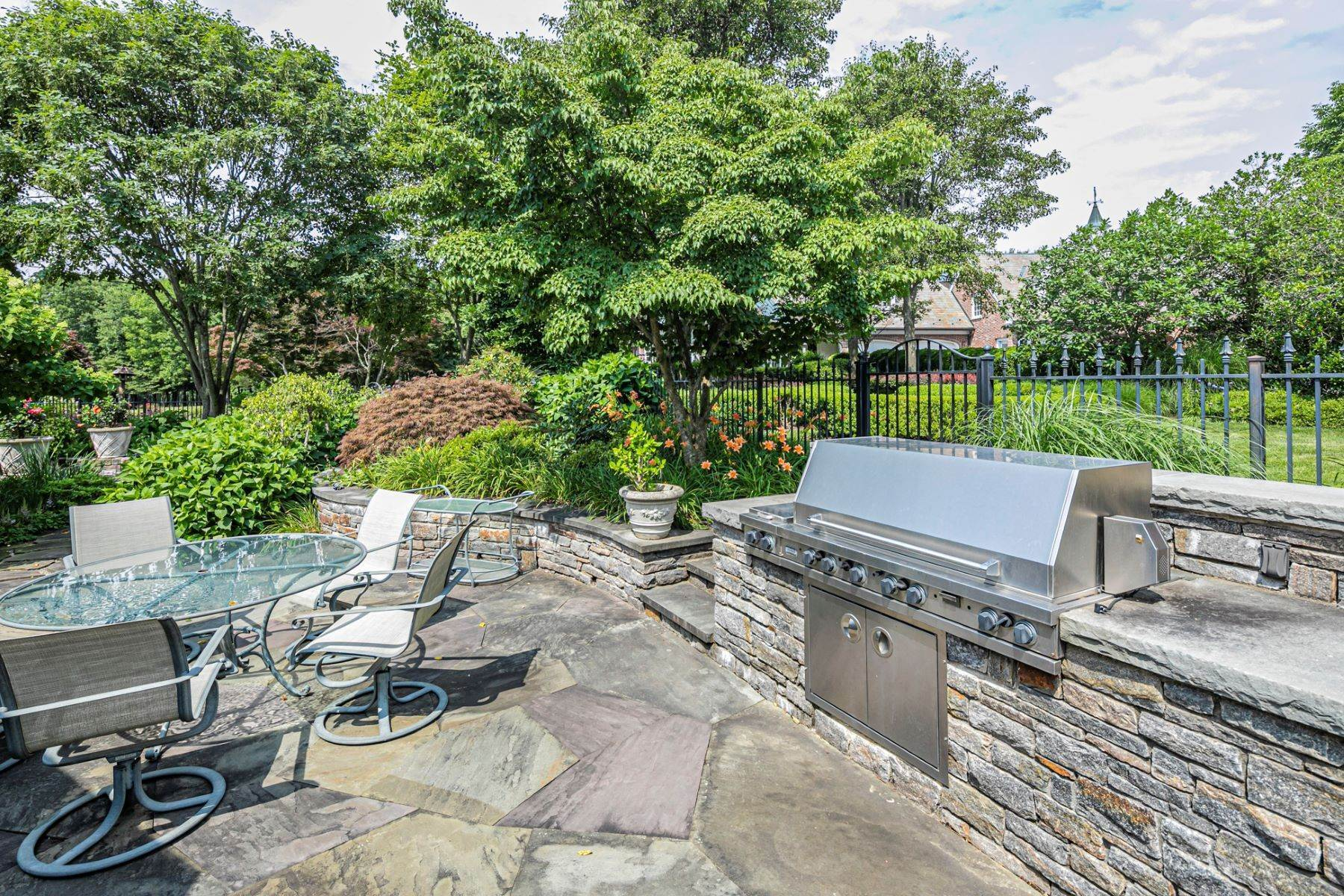 37. Single Family Homes pour l Vente à Private Compound with Every Amenity Imaginable 82 Aunt Molly Road, Hopewell, New Jersey 08525 États-Unis