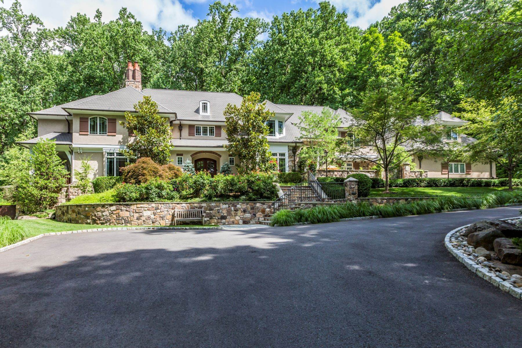Single Family Homes vì Bán tại Spectacular Sanctuary 44 Cradle Rock Road, Princeton, New Jersey 08540 Hoa Kỳ