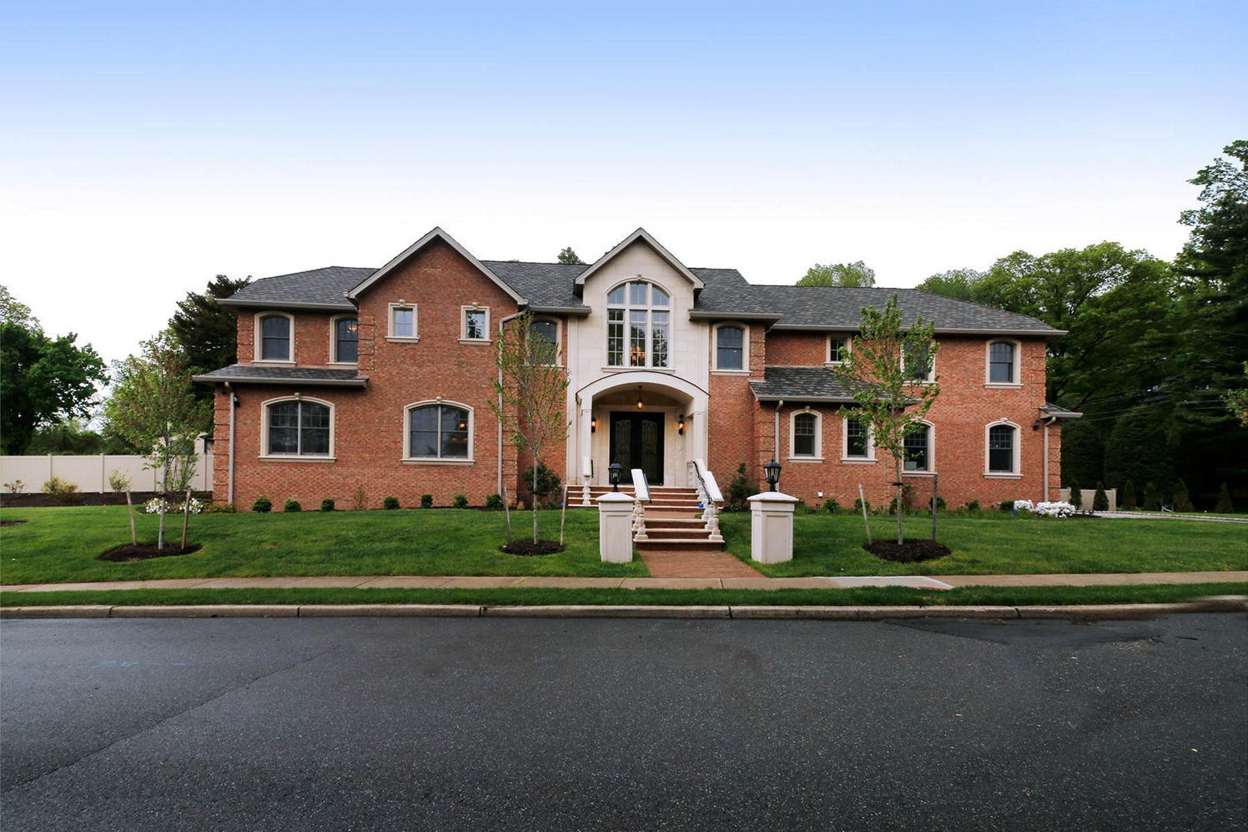 Single Family Homes のために 売買 アット Beautiful Colonial 100 Johnson Ct, Closter, ニュージャージー 07624 アメリカ