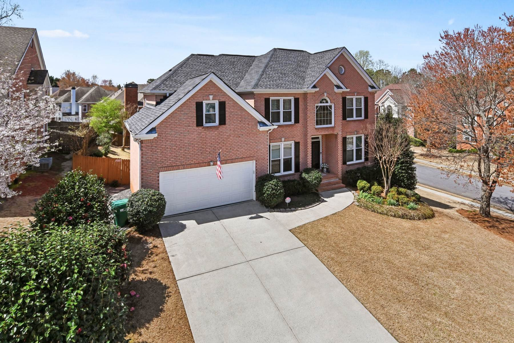 Single Family Homes per Vendita alle ore Impeccably Maintained Traditional Home in Sought-After Community 4760 Natchez Trace Court, Peachtree Corners, Georgia 30096 Stati Uniti