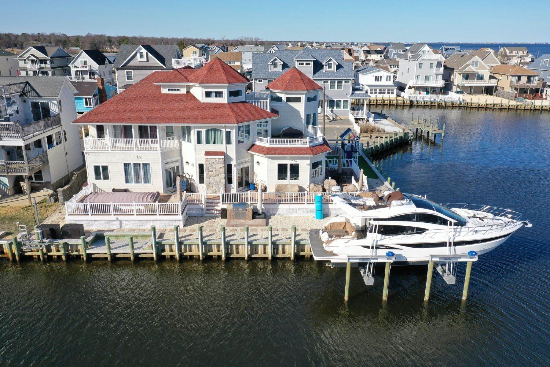 Single Family Homes 为 销售 在 Located On The Open Waters Of The Barnegat Bay 256 Cedar Drive, 贝维尔, 新泽西州 08721 美国