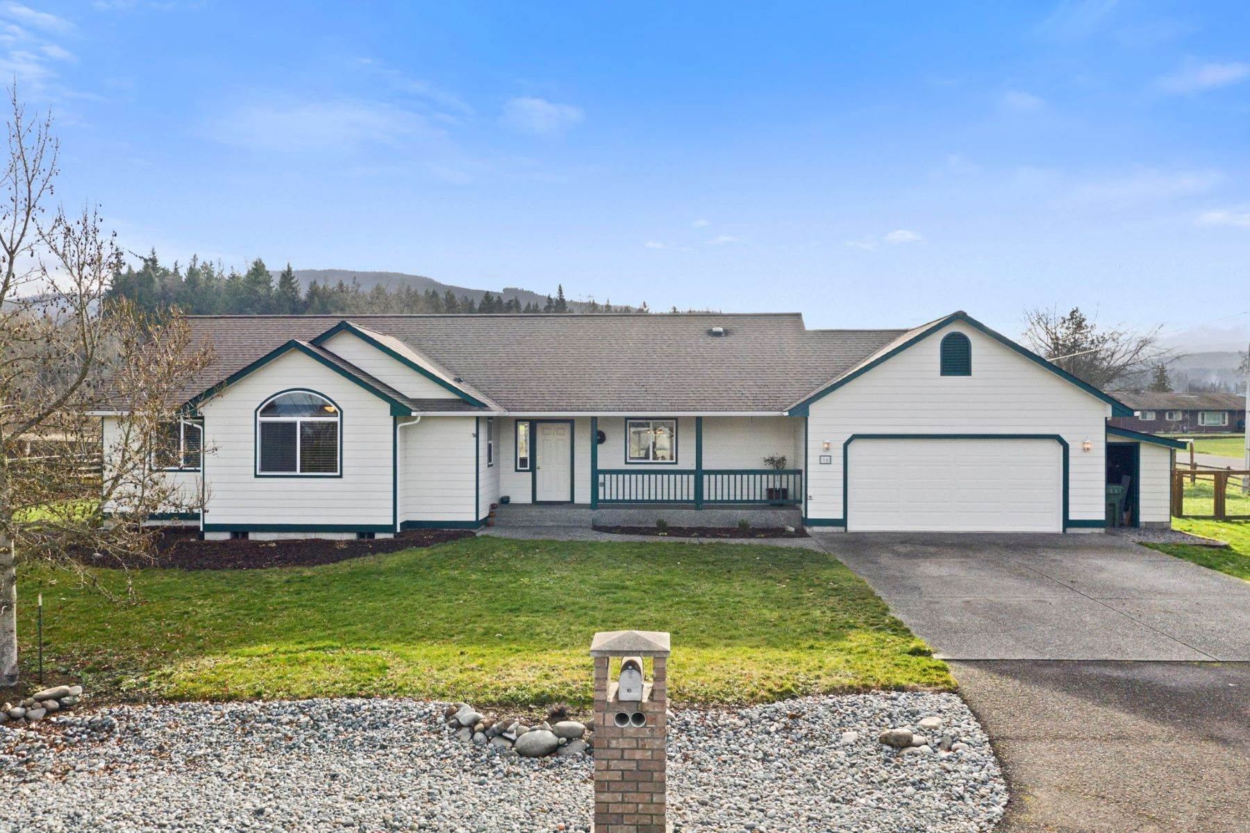 Single Family Homes 용 매매 에 Spacious Sequim Rambler 10 Eastgate Place, Sequim, 워싱톤 98382 미국