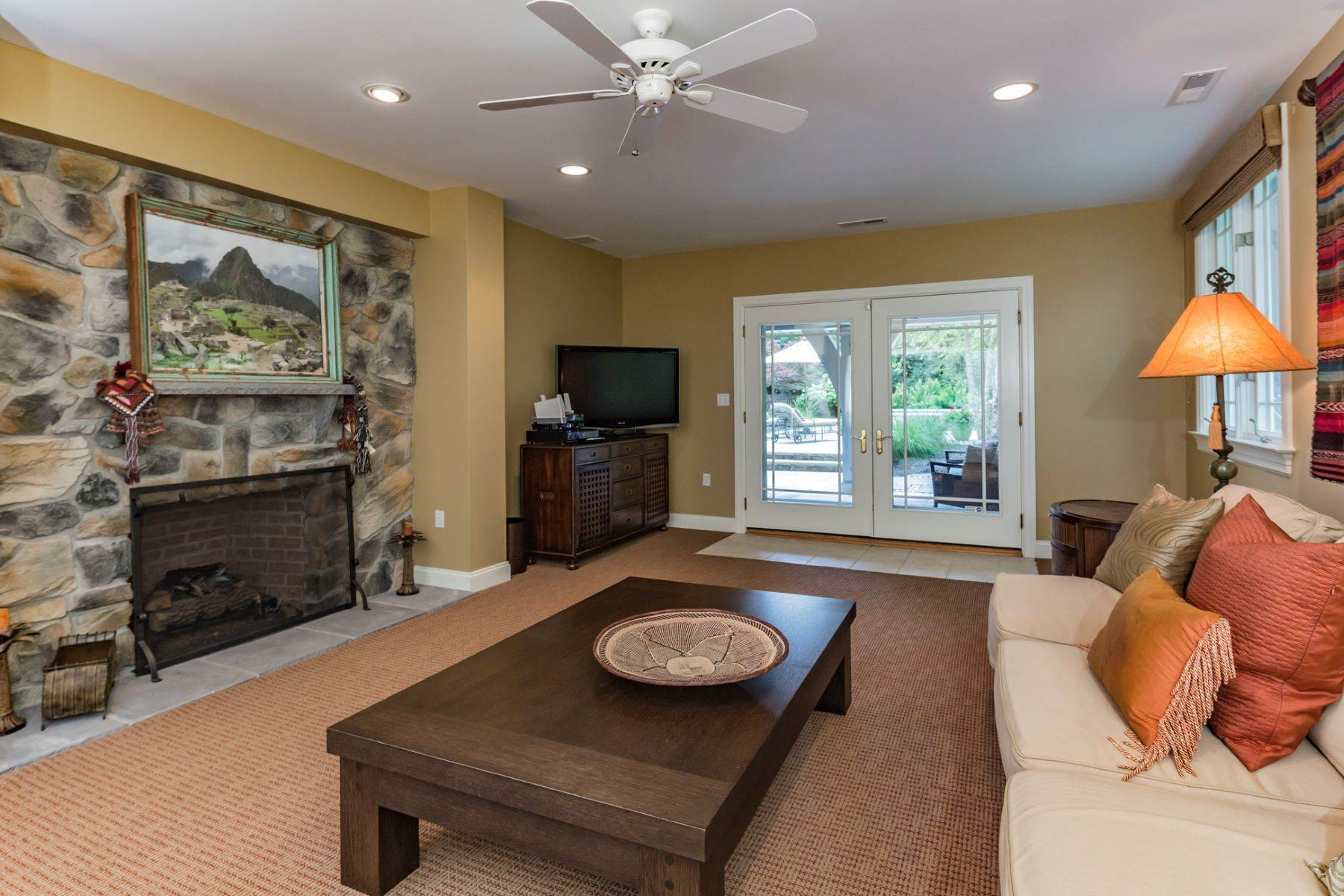21. Single Family Homes vì Bán tại Spectacular Sanctuary 44 Cradle Rock Road, Princeton, New Jersey 08540 Hoa Kỳ