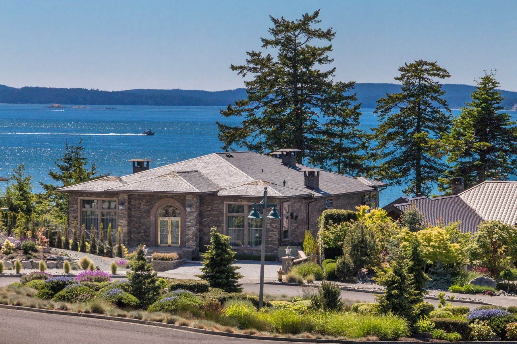 Single Family Homes 용 매매 에 Anacortes Luxury Northwest Contemporary Waterfront 2404 Washington Ct, Anacortes, 워싱톤 98221 미국