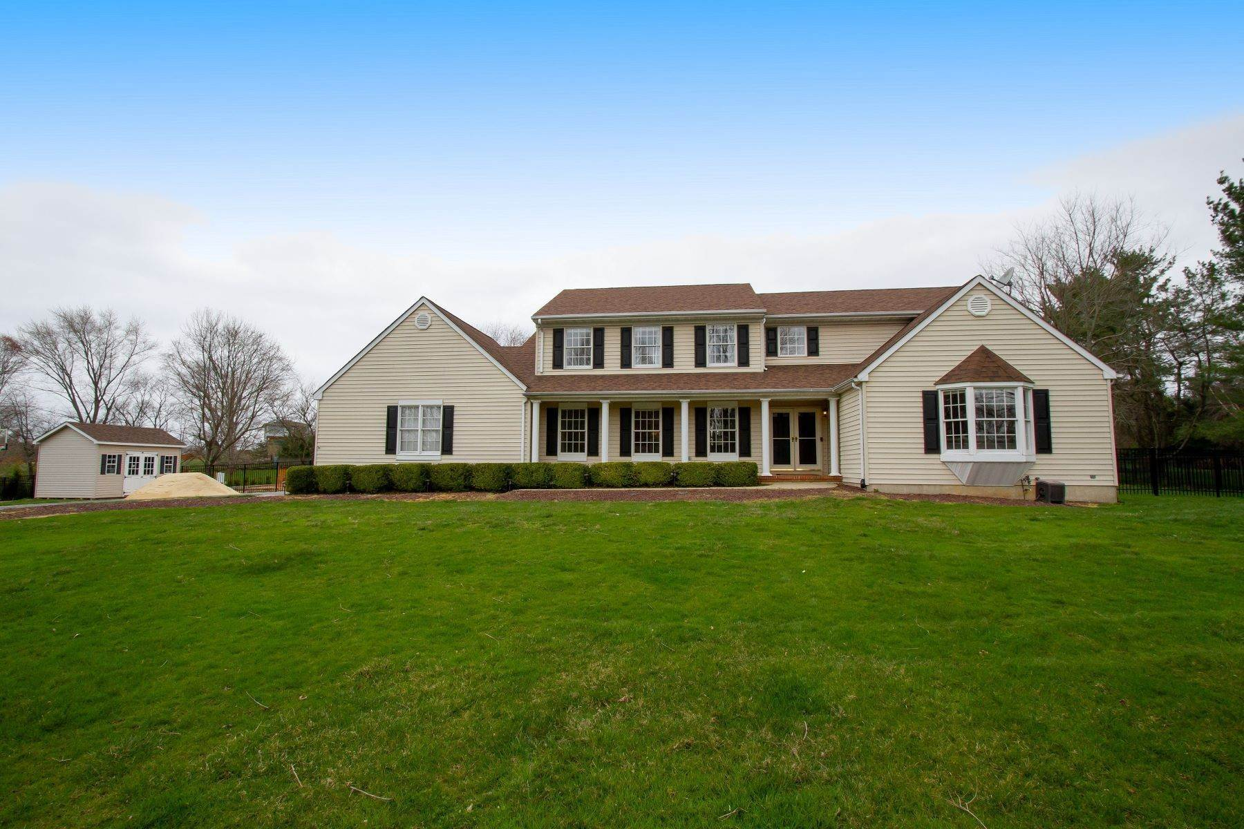 Single Family Homes vì Bán tại 19 Red Hawk Road S 19 Red Hawk Rd S, Colts Neck, New Jersey 07722 Hoa Kỳ