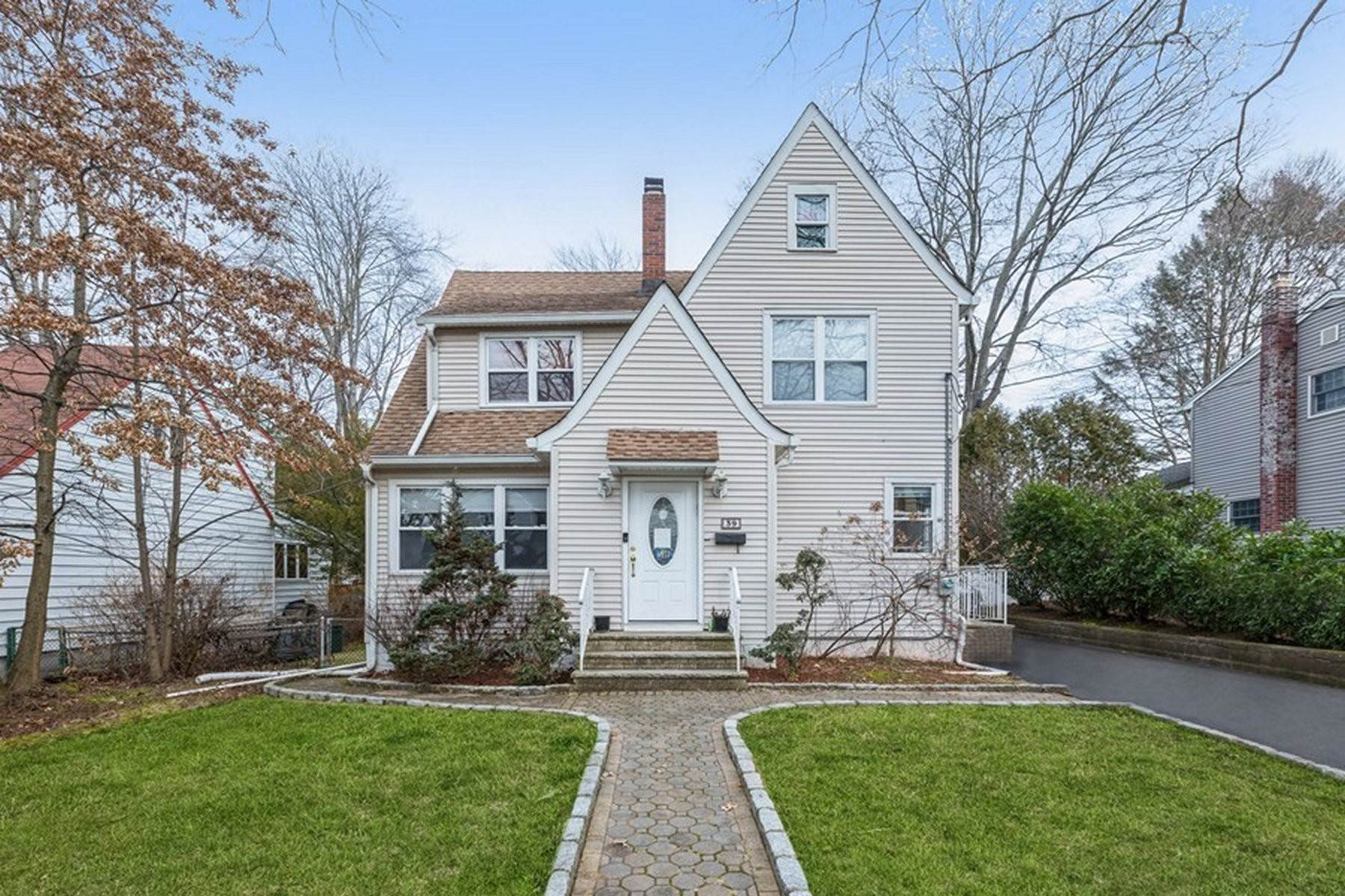 Single Family Homes at Location! Location! 39 Park Avenue, Cresskill, New Jersey 07626 United States