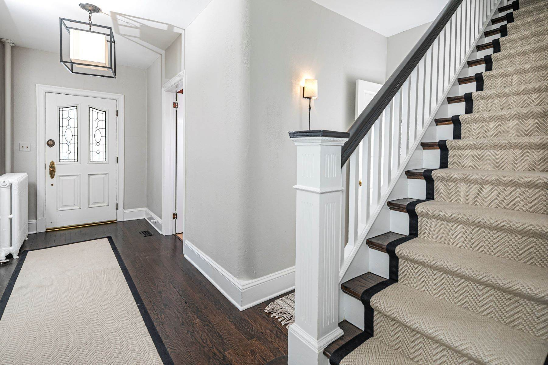 21. Single Family Homes for Sale at Picture Perfect Home Steps From Main Street 10 Green Avenue, Lawrenceville, New Jersey 08648 United States
