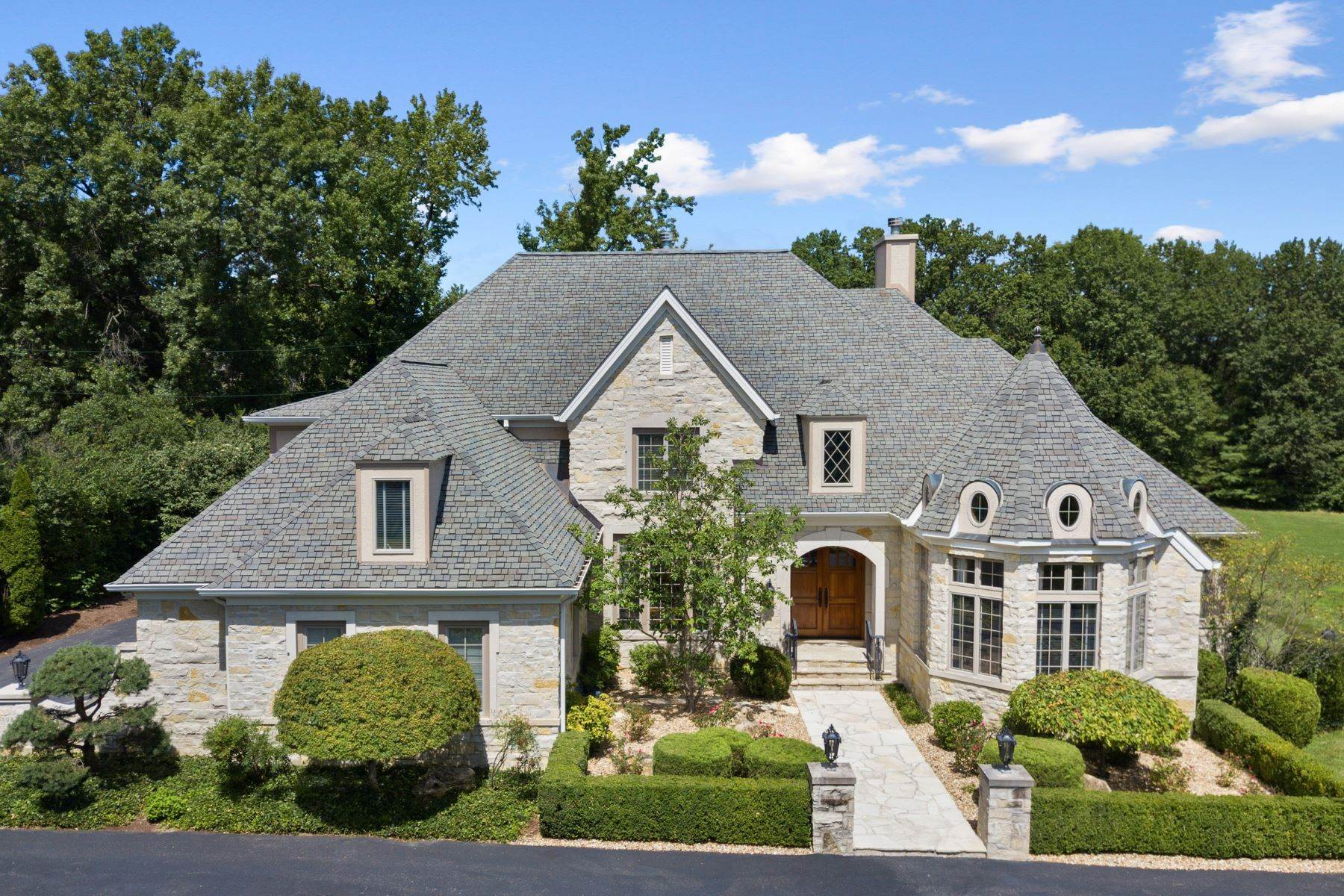 Single Family Homes for Sale at Outstanding Private Gated Stone 1.5 Story 10831 Ladue Road, Creve Coeur, Missouri 63141 United States