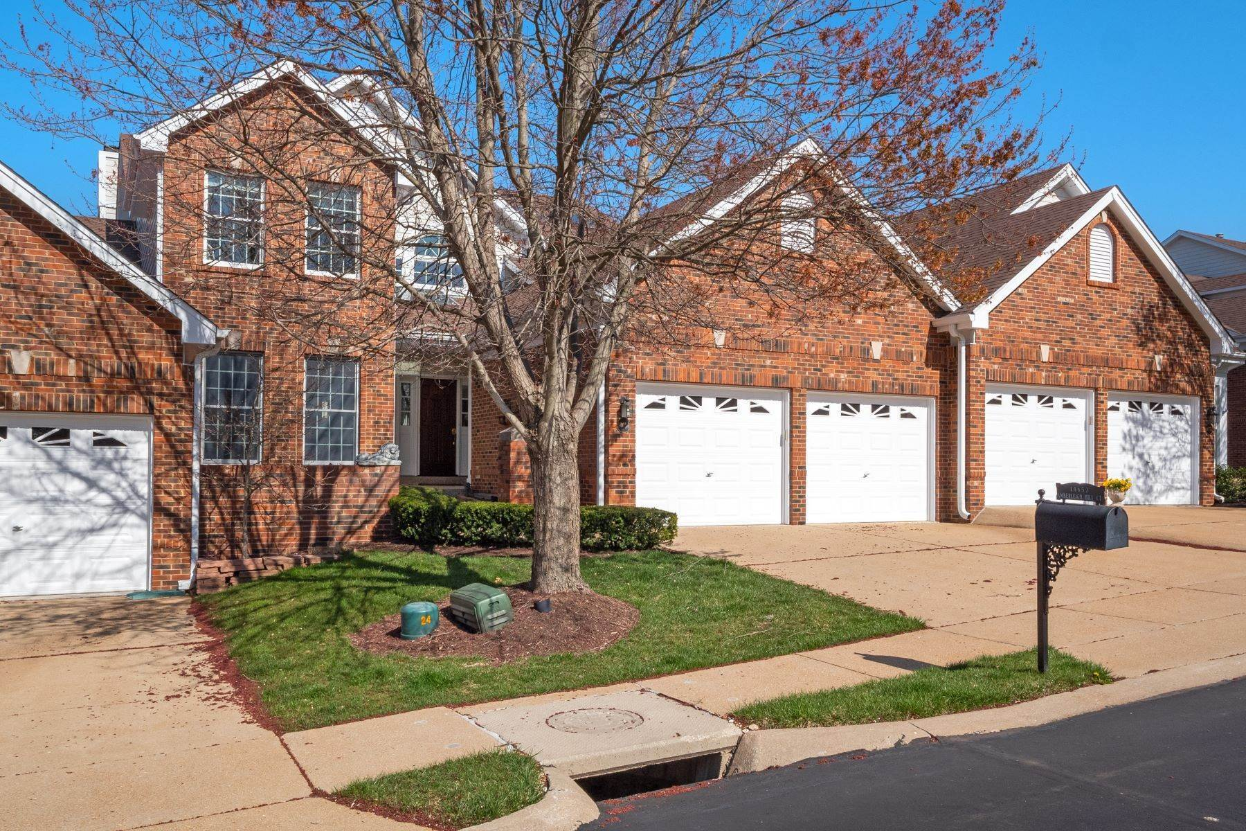 townhouses for Sale at Private and Refreshing Chesterfield Villa 14657 Amberleigh Hill Court, Chesterfield, Missouri 63017 United States