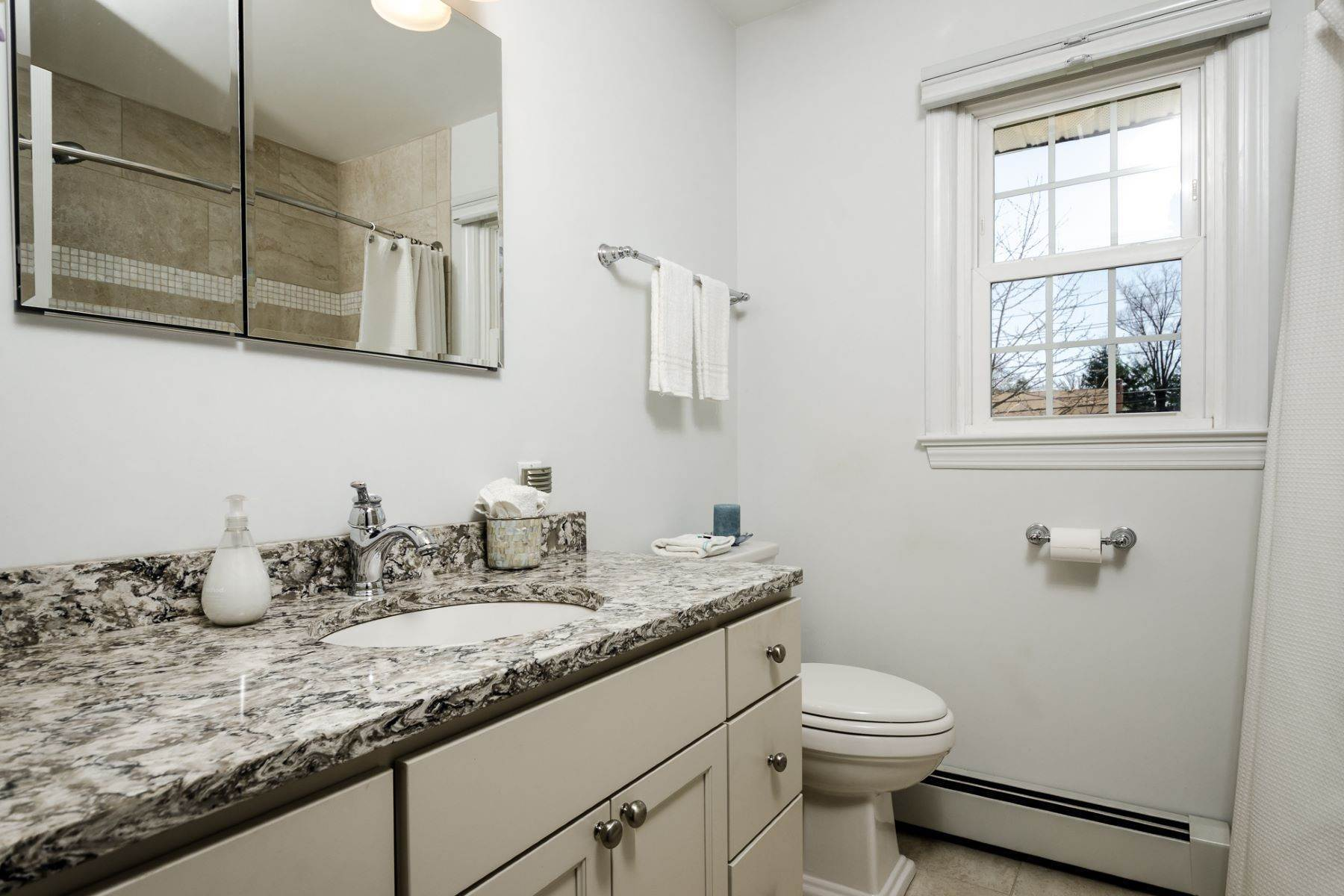 27. Single Family Homes for Sale at Pristine and Stylish, with Sunshine for Days 88 Mountainview Road, Ewing, New Jersey 08628 United States