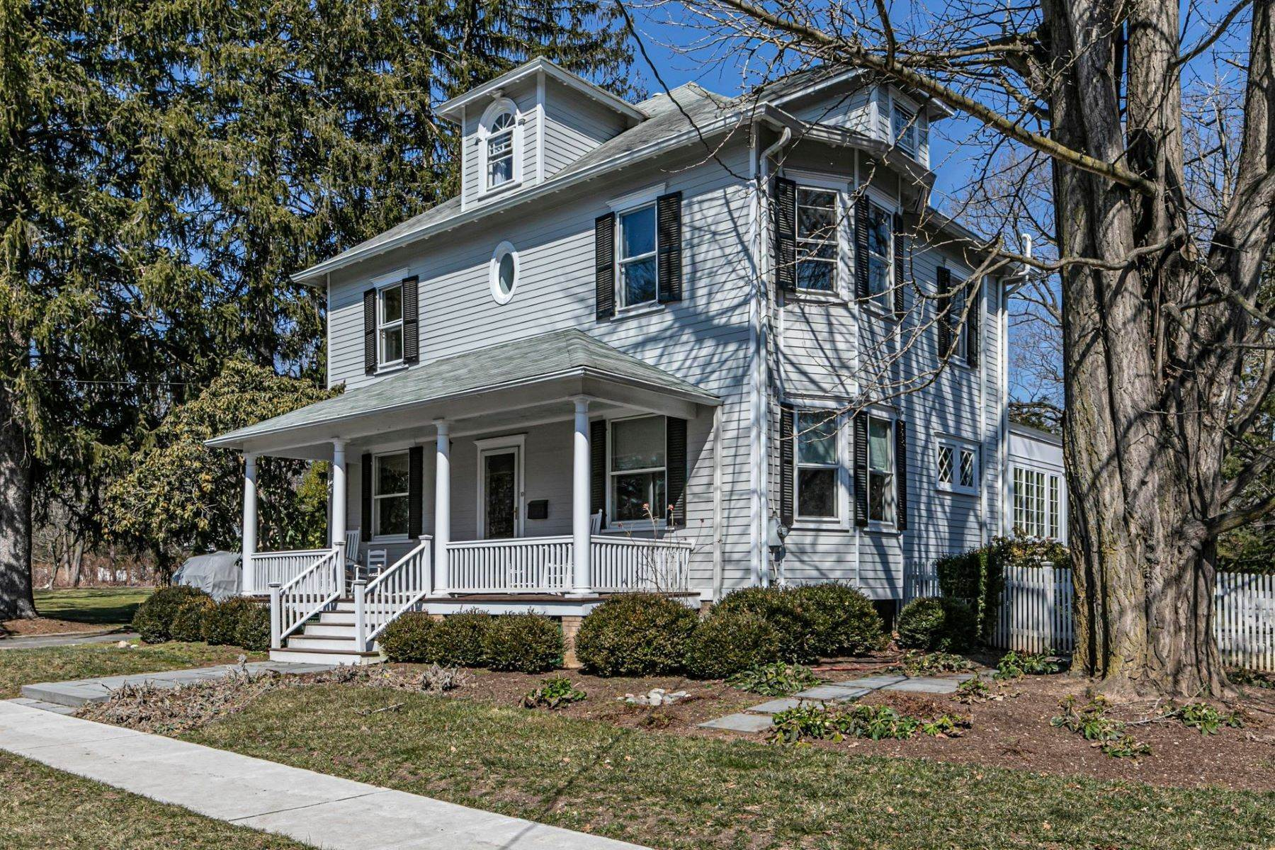 37. Single Family Homes for Sale at Picture Perfect Home Steps From Main Street 10 Green Avenue, Lawrenceville, New Jersey 08648 United States