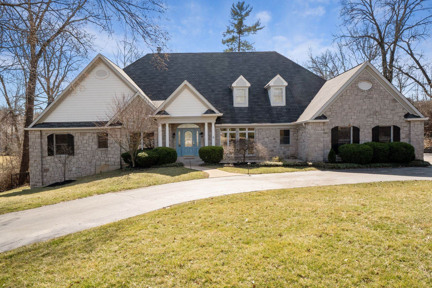 Single Family Homes for Sale at Striking Atrium Ranch In Ladue 8 Sherwyn Lane, Creve Coeur, Missouri 63141 United States