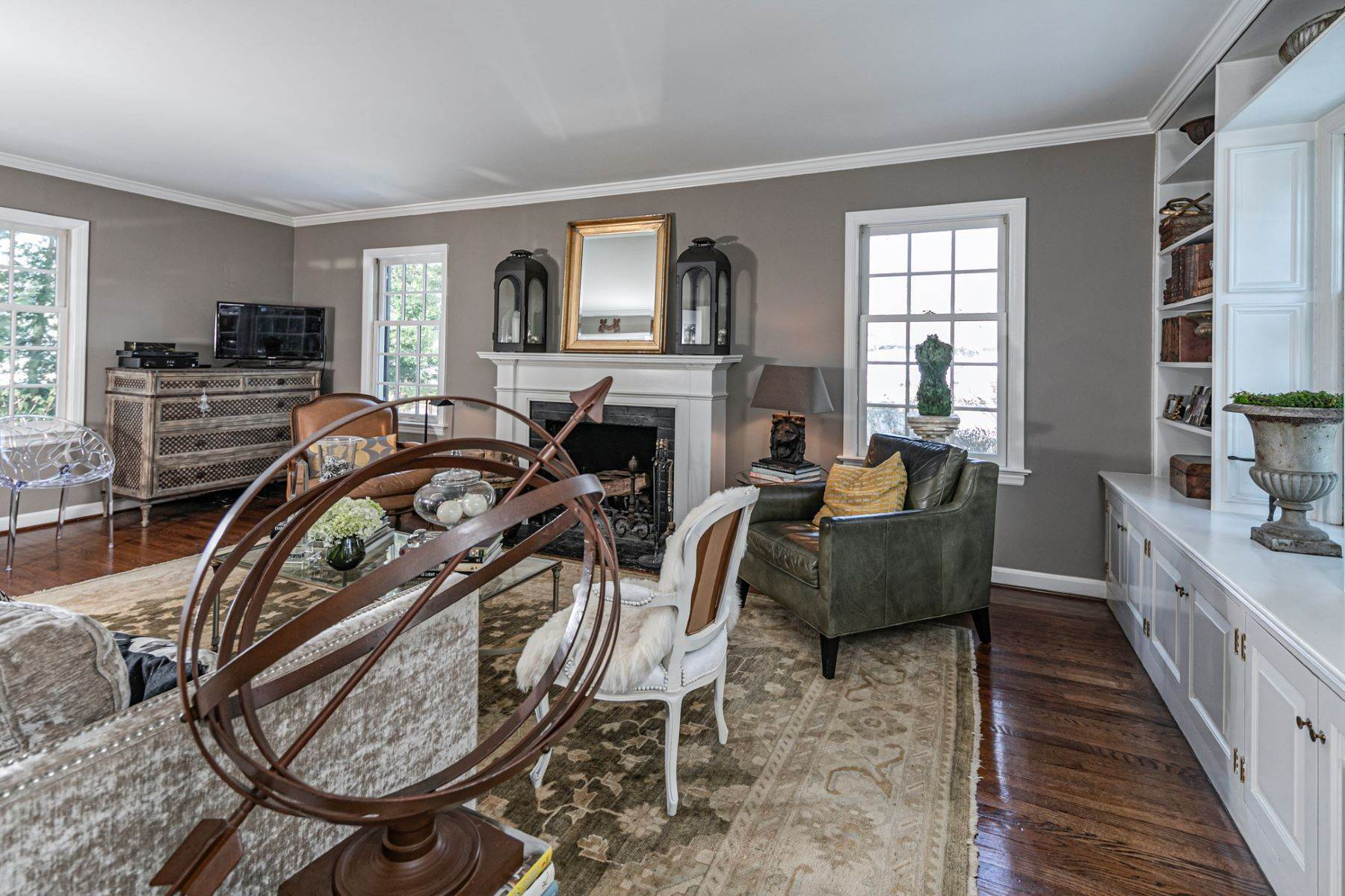 8. Single Family Homes for Sale at Poised And Polished In A Terrific Part Of Town 16 Hunter Road, Princeton, New Jersey 08540 United States