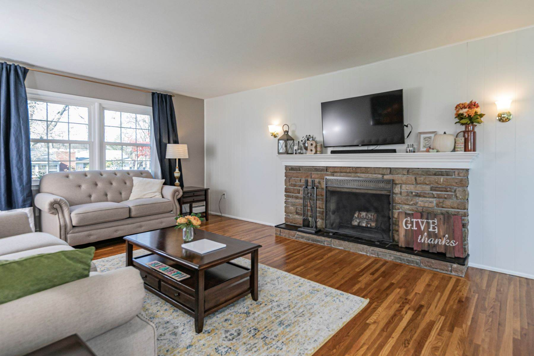 5. Single Family Homes for Sale at Pristine and Stylish, with Sunshine for Days 88 Mountainview Road, Ewing, New Jersey 08628 United States
