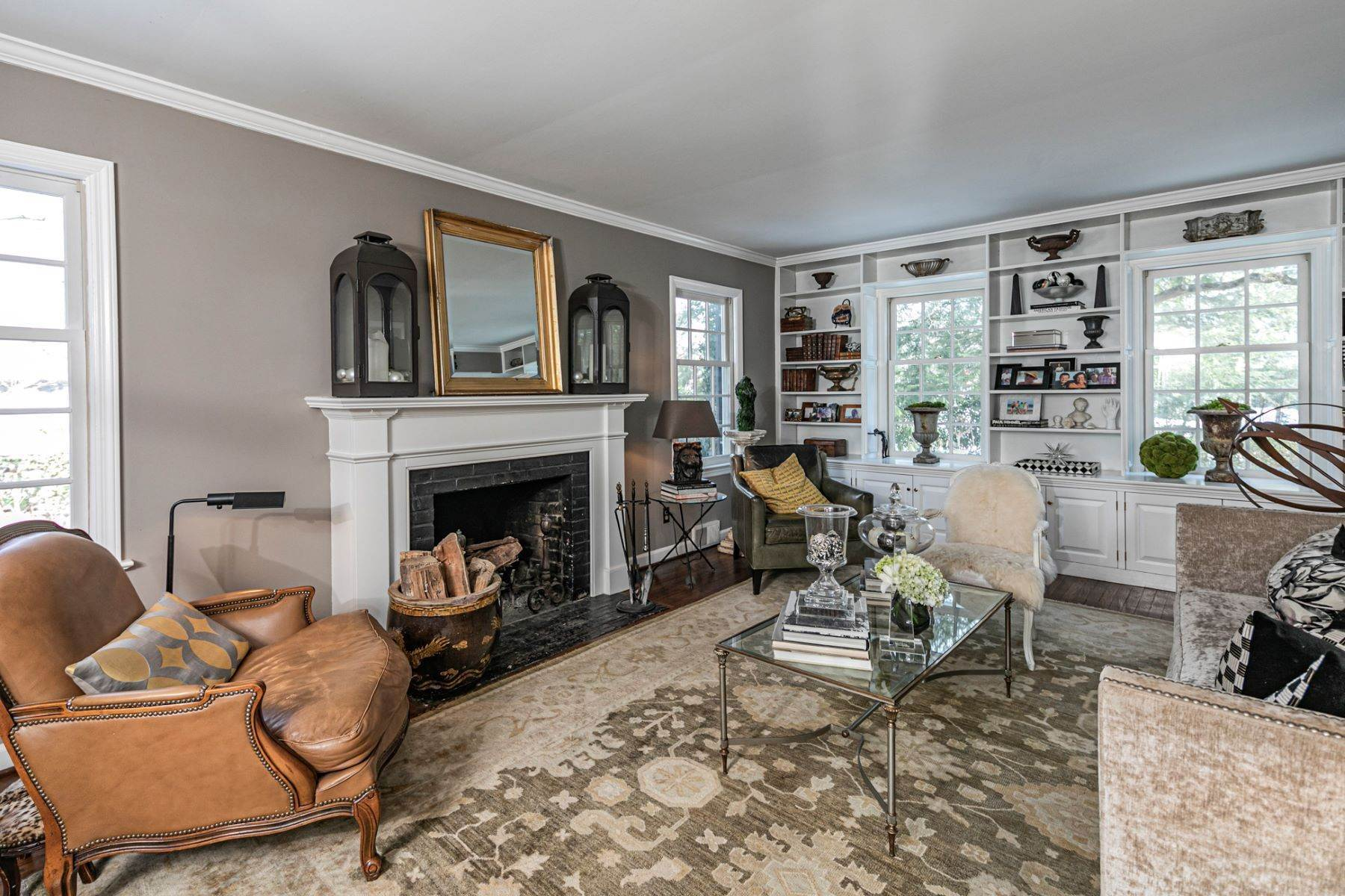 9. Single Family Homes for Sale at Poised And Polished In A Terrific Part Of Town 16 Hunter Road, Princeton, New Jersey 08540 United States