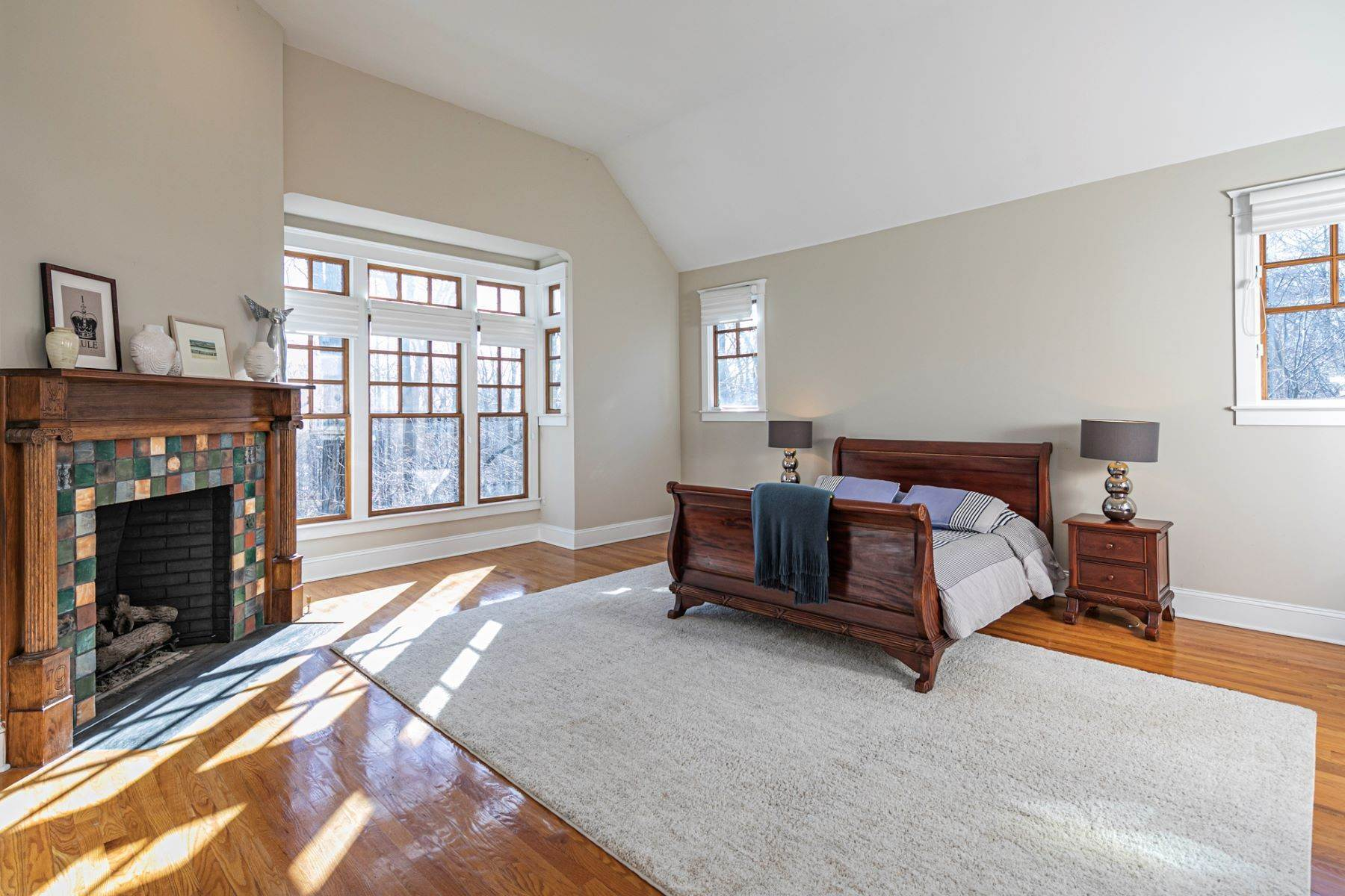 8. Single Family Homes for Sale at Arts and Crafts Showplace in The Preserve 36 Oakridge Court, Princeton, New Jersey 08540 United States