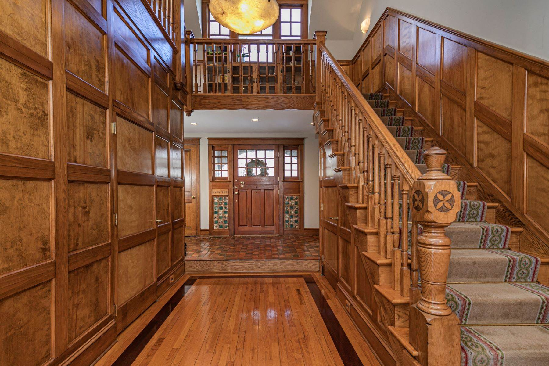 20. Single Family Homes for Sale at Arts and Crafts Showplace in The Preserve 36 Oakridge Court, Princeton, New Jersey 08540 United States