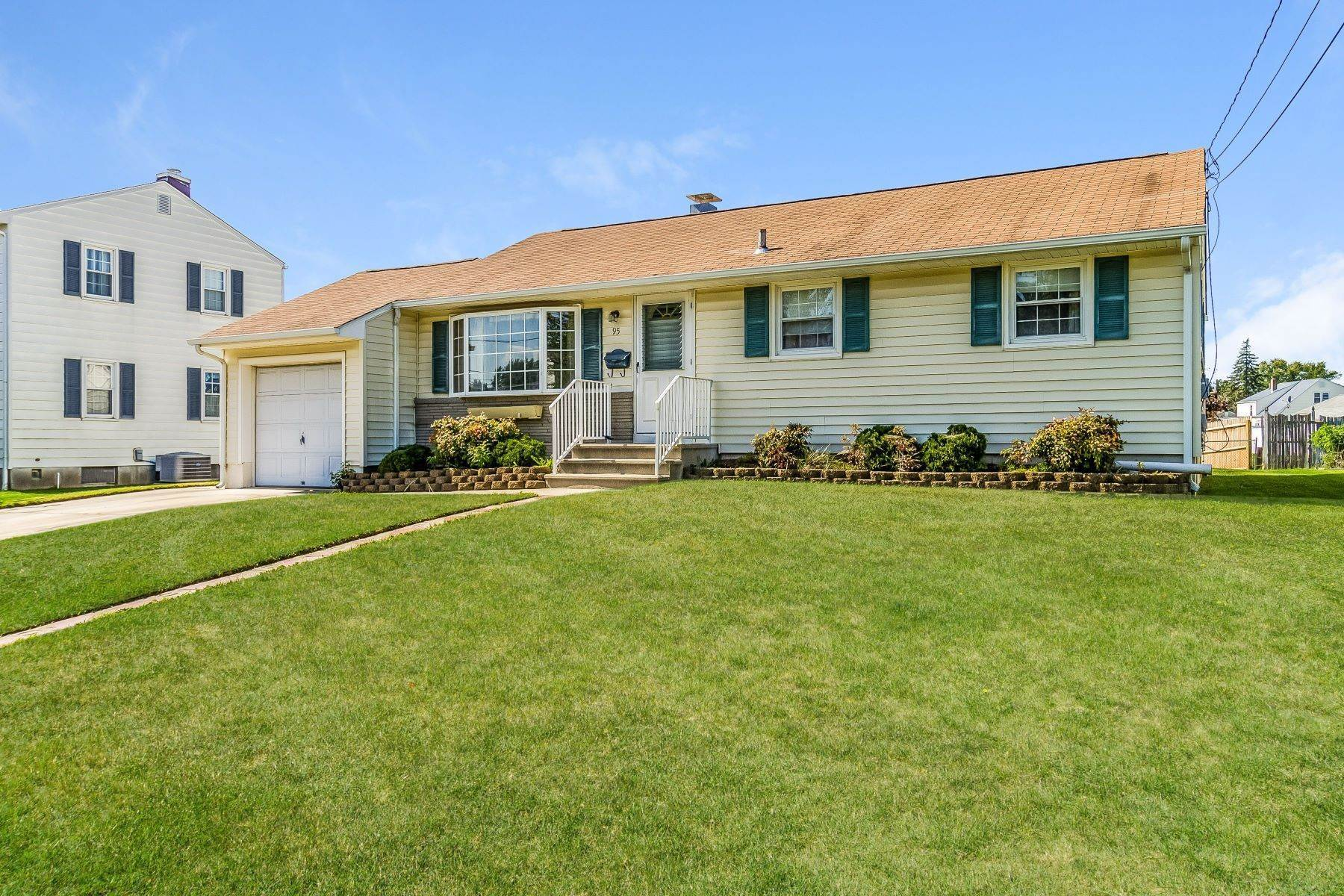 3. Single Family Homes for Sale at Hamilton Ranch Corners the Market on Convenience 95 Hempstead Road, Hamilton, New Jersey 08610 United States