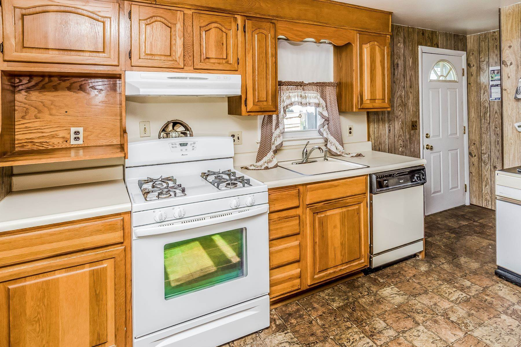 14. Single Family Homes for Sale at Hamilton Ranch Corners the Market on Convenience 95 Hempstead Road, Hamilton, New Jersey 08610 United States